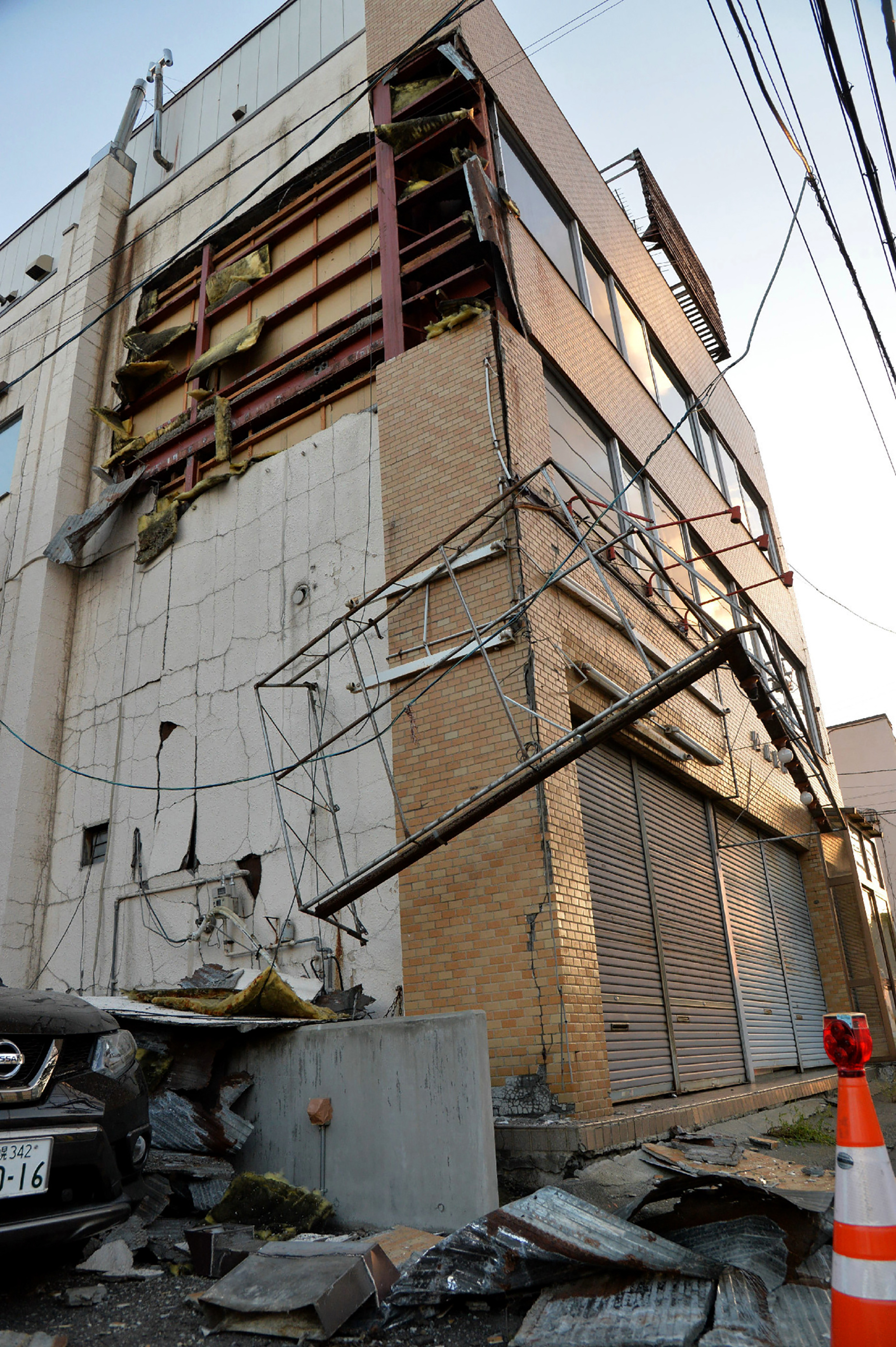 Un edificio dañano en Sapporo, Hokkaido (AFP PHOTO / JIJI PRESS / JIJI PRESS / Japan OUT)