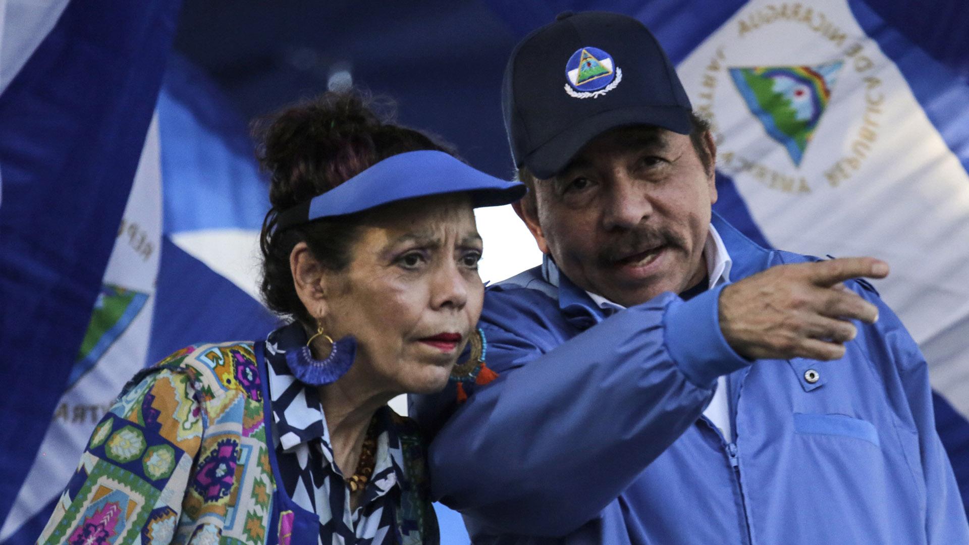 El presidente Daniel Ortega y su esposa, la vicepresidente Rosario Murillo (AFP)