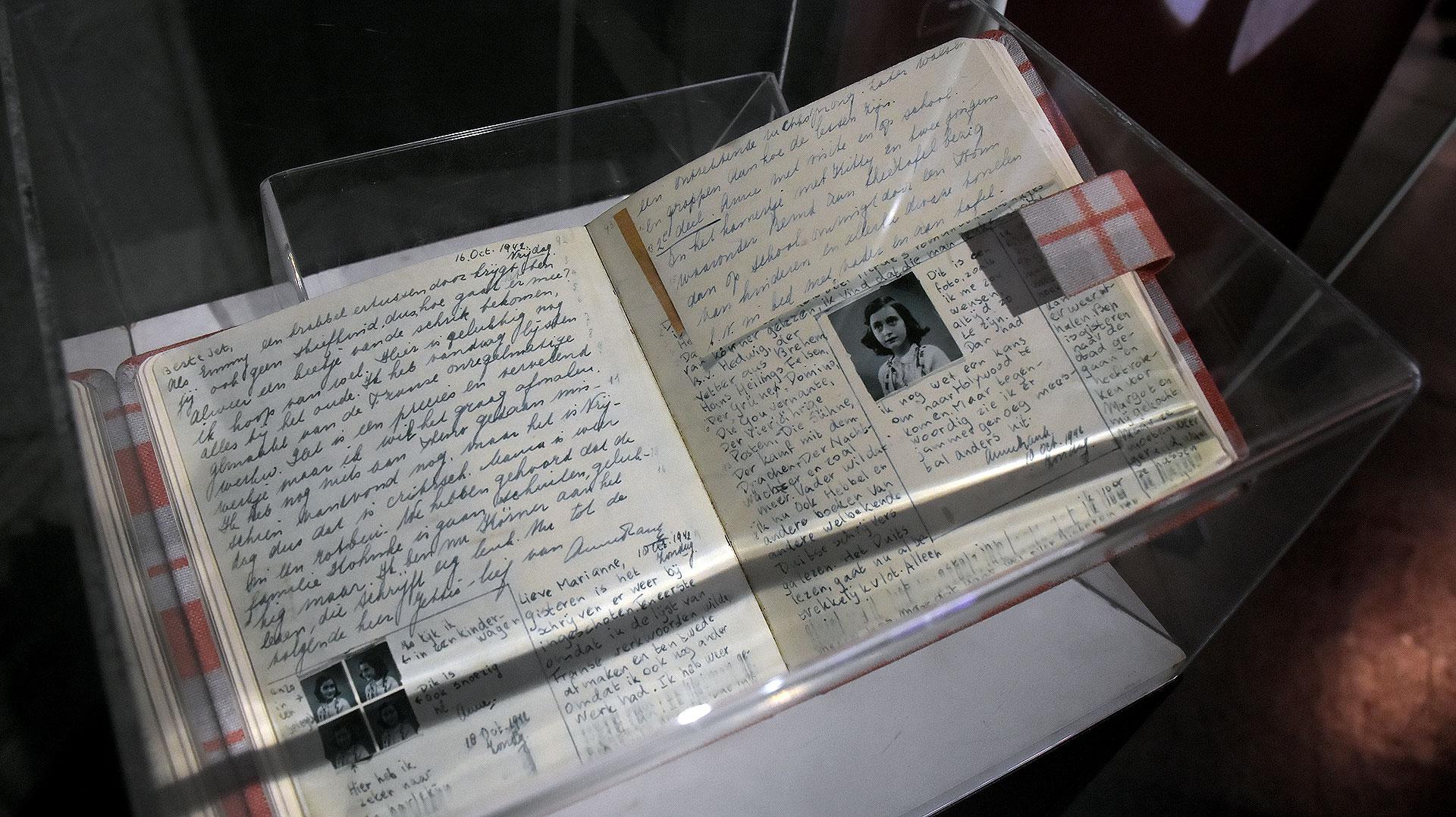 Ana Frank escribió un diario que refleja los atroces crímenes que ocurrieron durante la Segunda Guerra Mundial