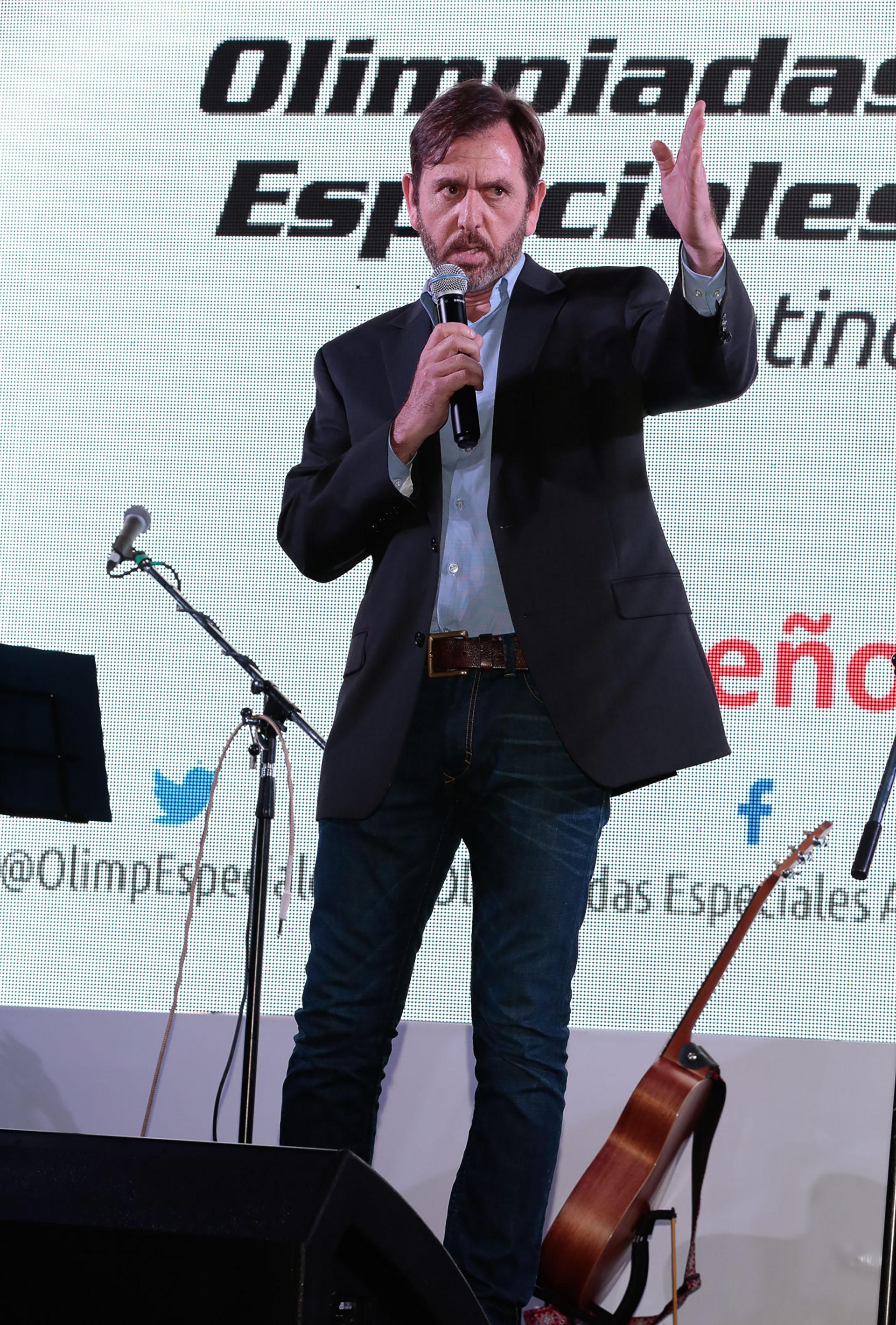 """El presidente de Olimpíadas Especiales Argentina (OEA) Diego Pando, recordó con emoción a su madre Pía Soldati (fundadora de esa entidad) y dijo en su discurso: """"Tenemos la oportunidad de aprender y cambiar, por eso, desde Olimpíadas Especiales y junto a todos ustedes vamos por más para darle a los chicos la vida que se merecen"""""""