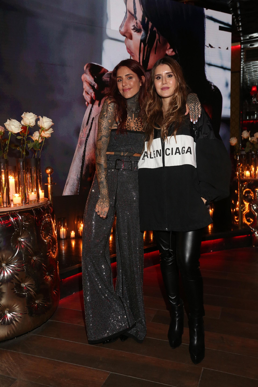 """Cande Tinelli con su hermana Micaela en la presentación del videoclip de """"Yo"""", el tema escrito por ella. """"Muestra lo que siento"""", dijo a Teleshow (Fotos: Robert Remonteo)"""