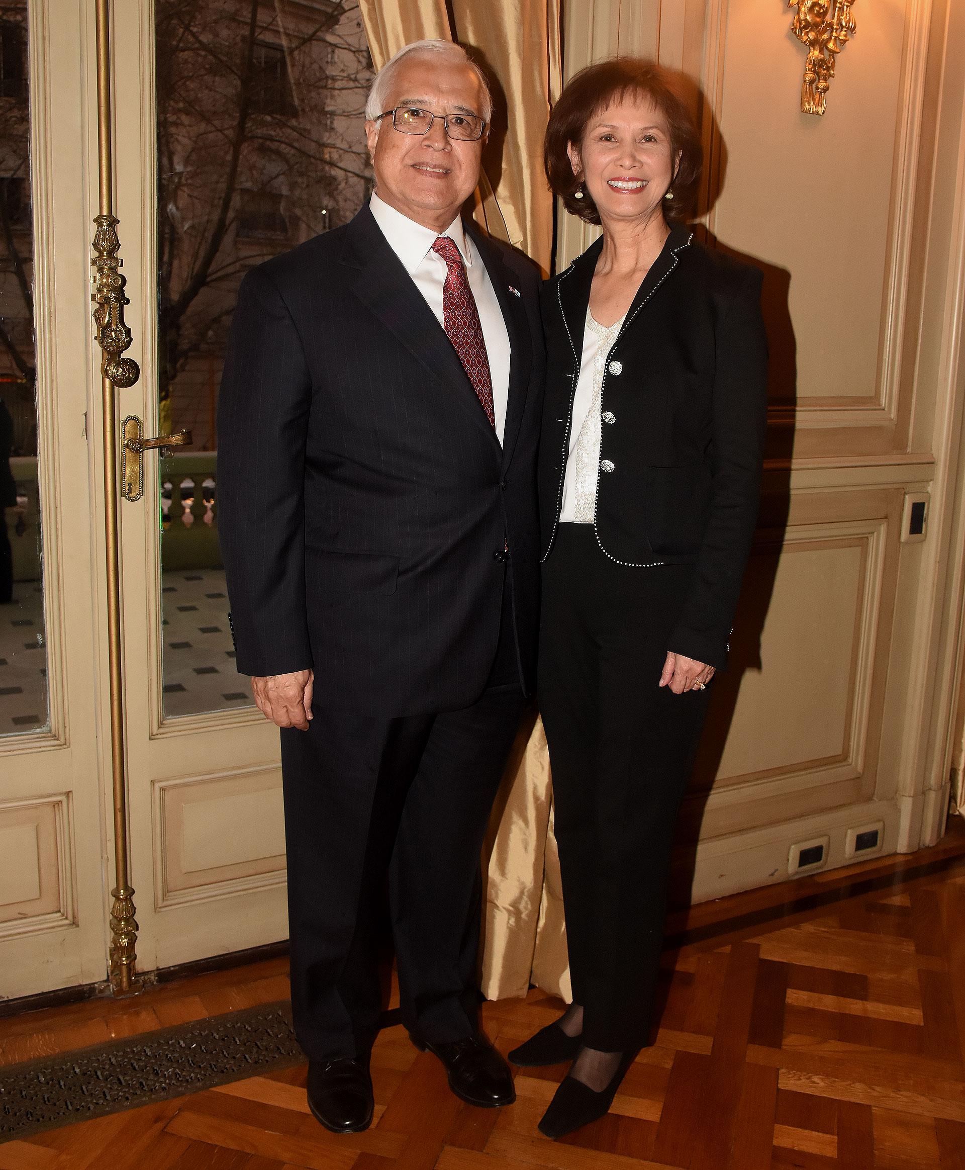 El embajador de los Estados Unidos en la Argentina, Edward C. Prado, y su mujer María