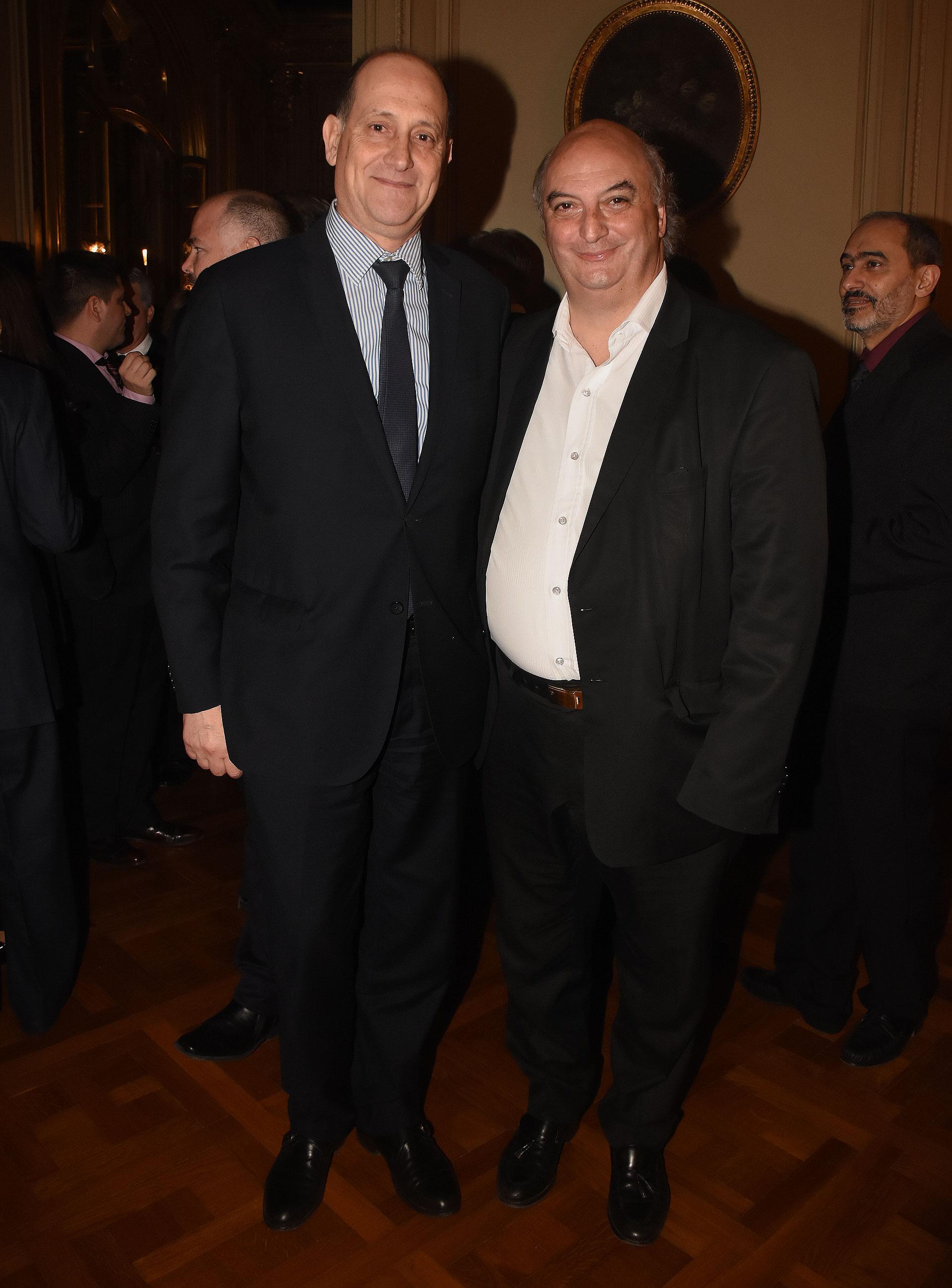 El vicecanciller Daniel Raimondi junto a Pablo Garzonio,secretario de Relaciones Internacionales de la Legislatura