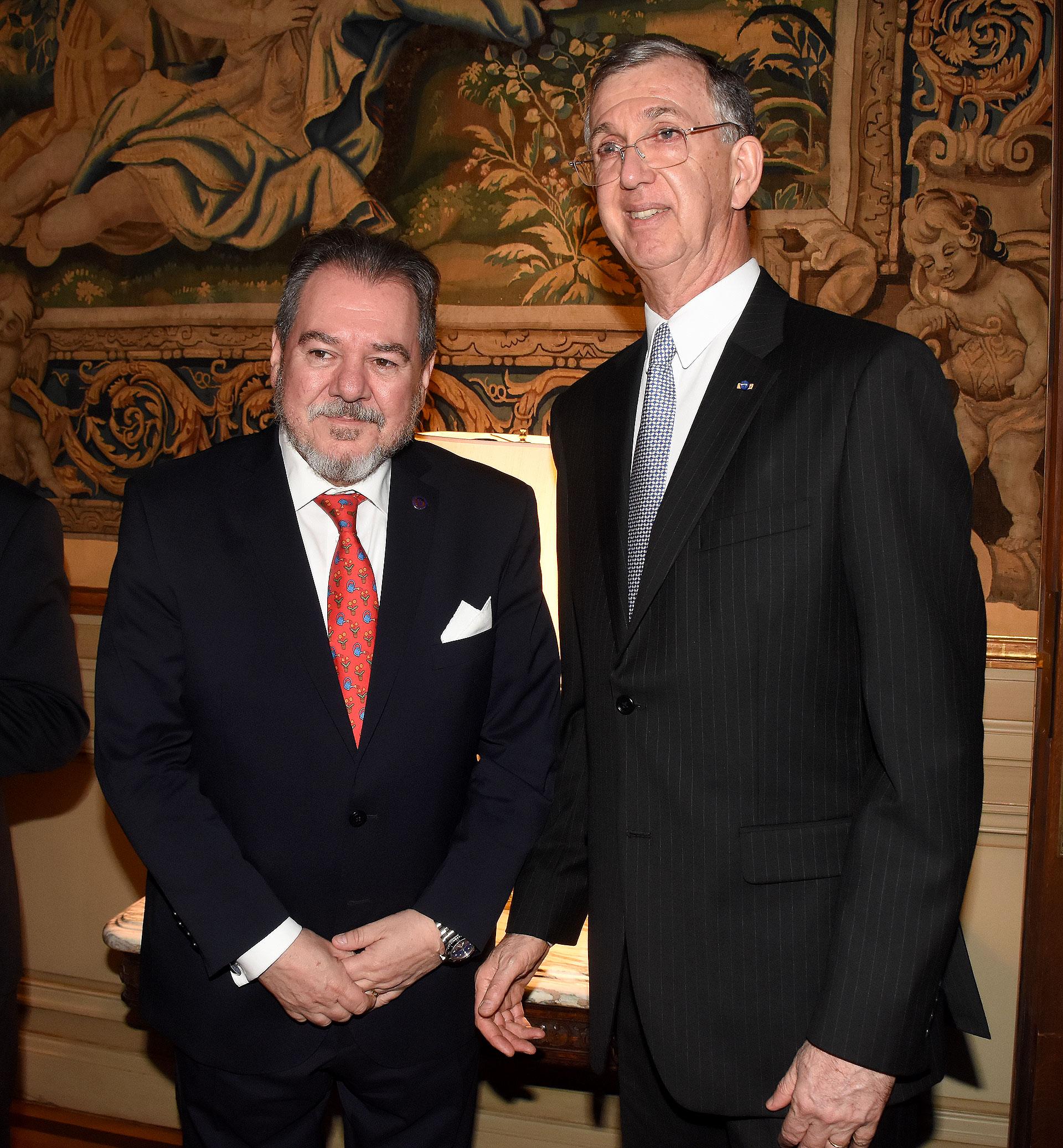 Mario Montoto y el embajador Danese