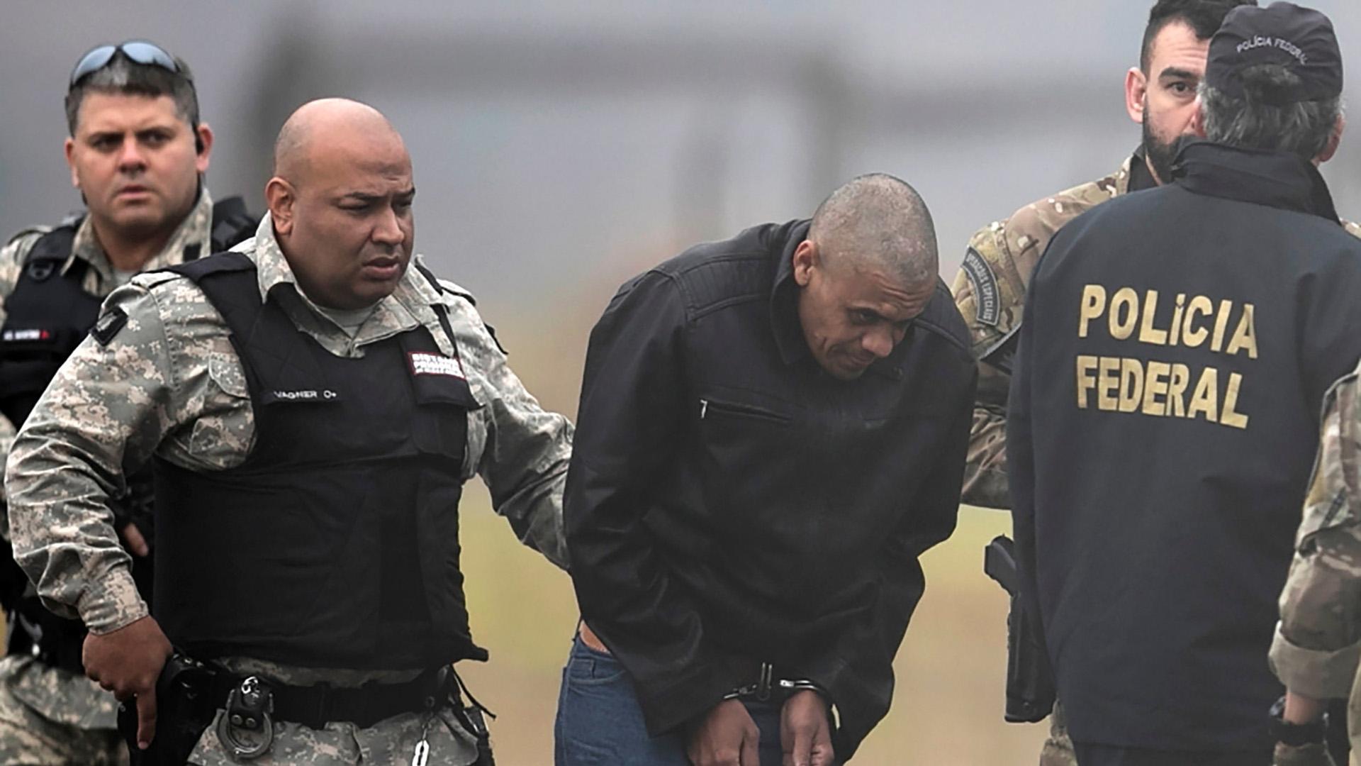 El traslado de Adelio Bispo de Oliveira, el atacante (Reuters)