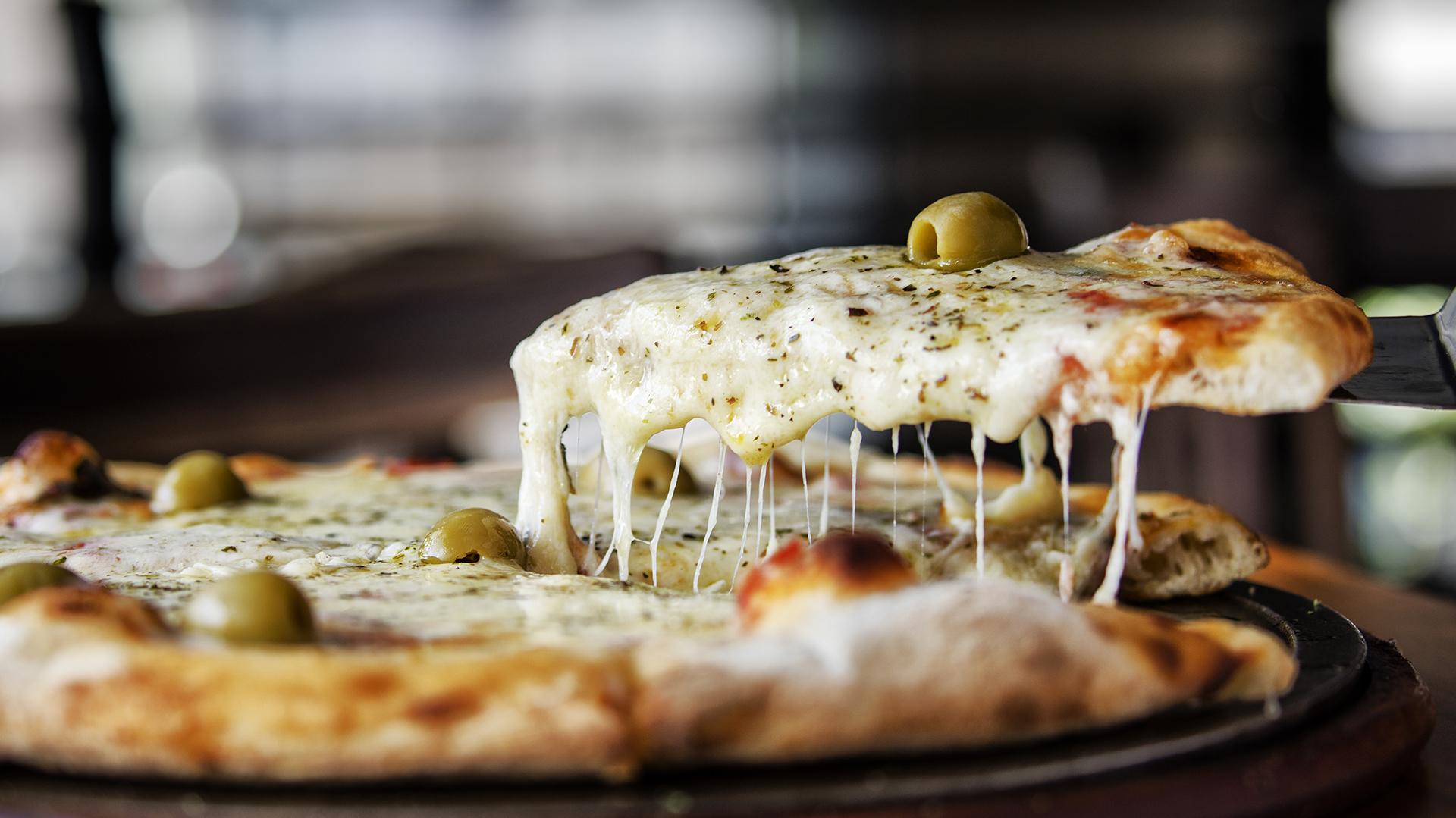 Muzzarella humeante, un clásico de todas las pizzerías. A la piedra o al molde, sin duda, es uno de los sabores más pedidos por los argentinos. (Getty)