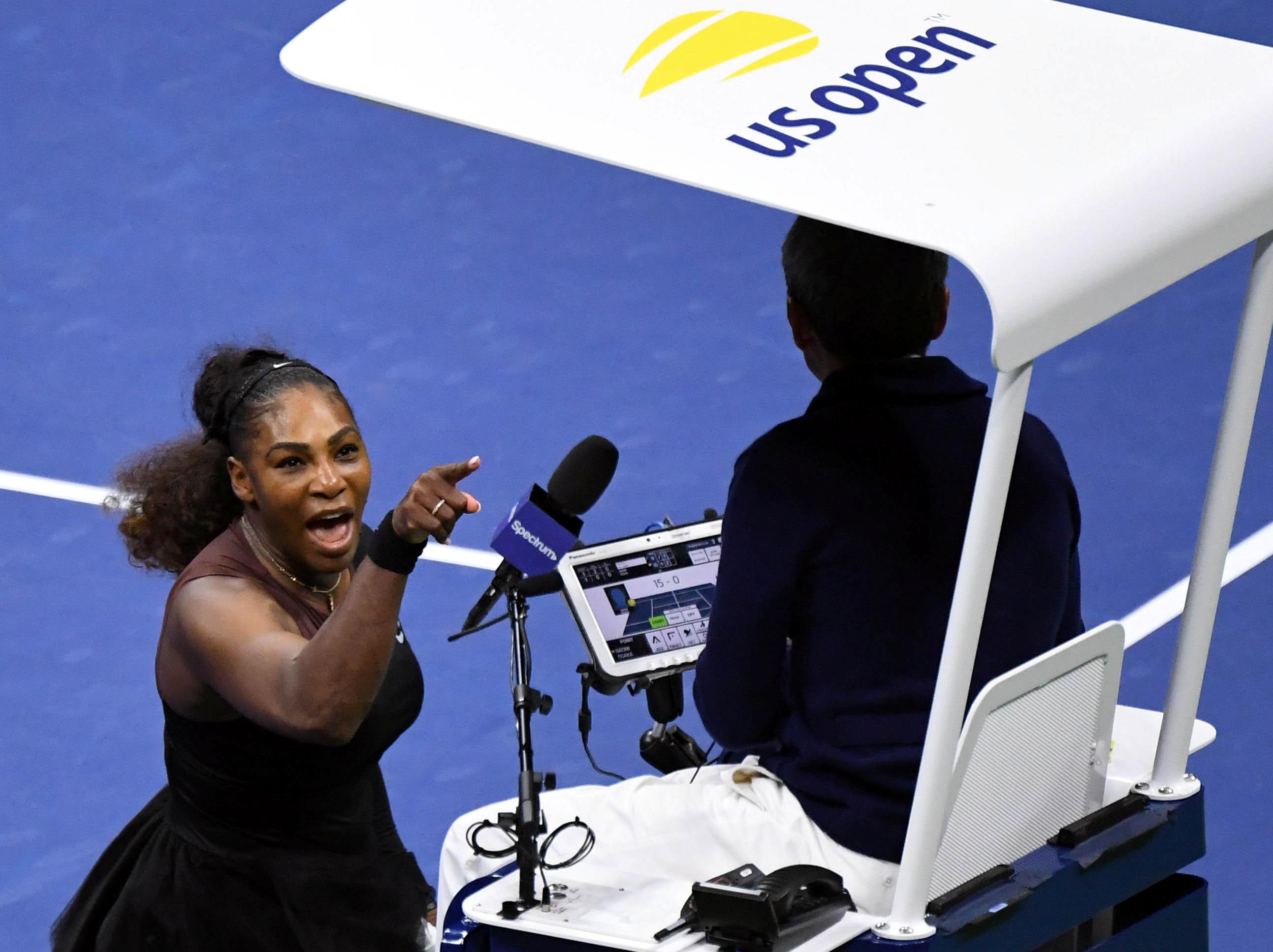 Serena Williams le grita al umpire Carlos Ramos durante la final del US Open(Danielle Parhizkaran-USA TODAY SPORTS)