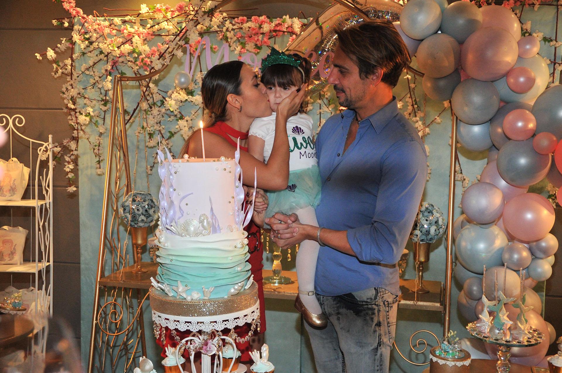 Floppy Tesouro y Rodrigo Fernández Prieto le festejaron el cumpleaños a su hija Moorea, de dos años