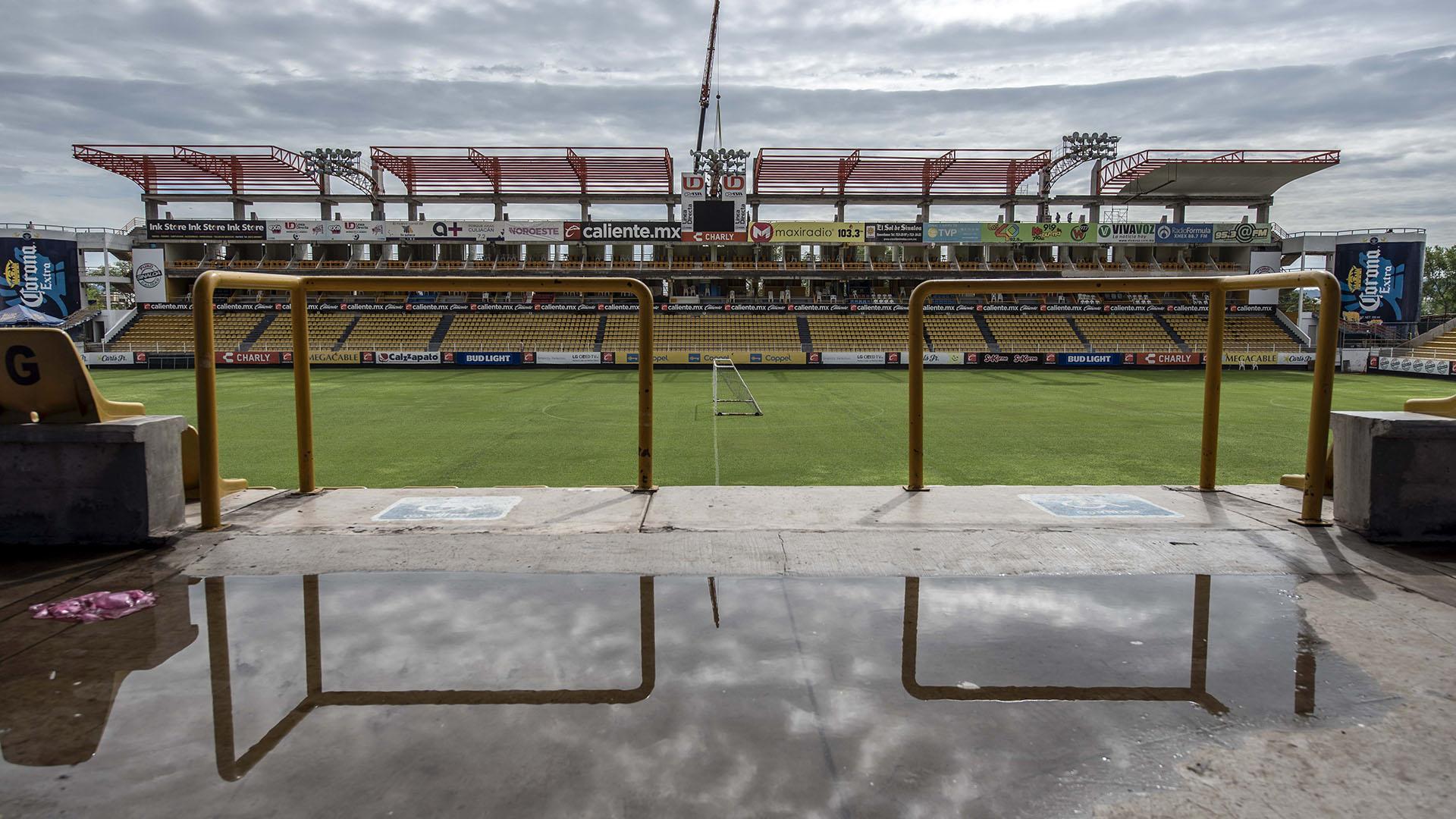 Vista del estadio Banorte, del club mexicano de segunda división Dorados, donde se espera que el futbolista argentino Diego Maradona sea presentado como nuevo entrenador del equipo esta tarde en Culiacán, estado de Sinaloa, México (AFP)