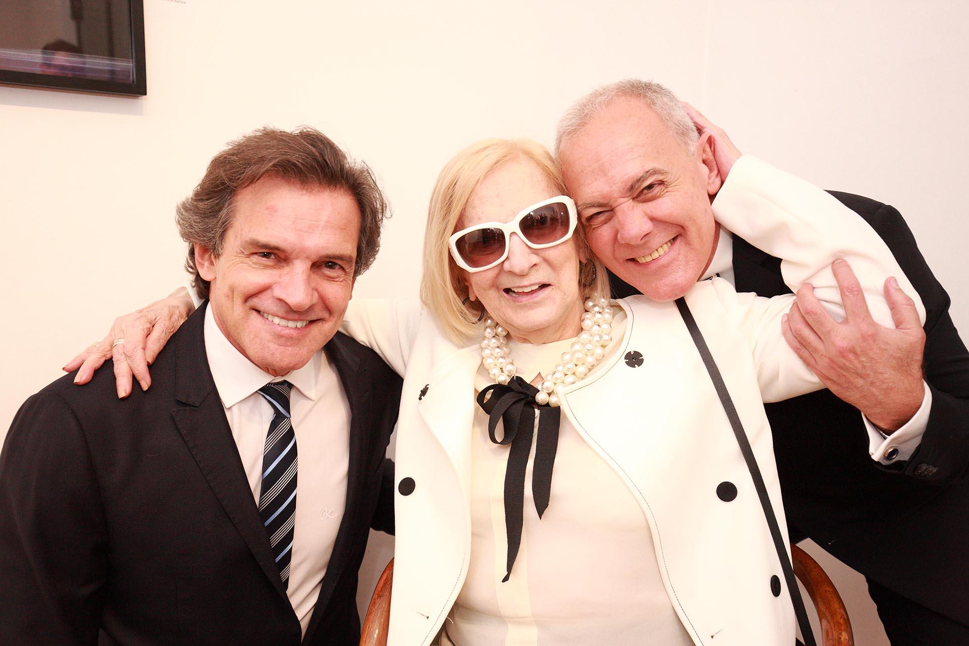 Claudio Rígoli y Raquel Wullich, artista plástica y madre de Martin en la inauguración de la muestra que se expone en Mundo Nuevo Gallery Art