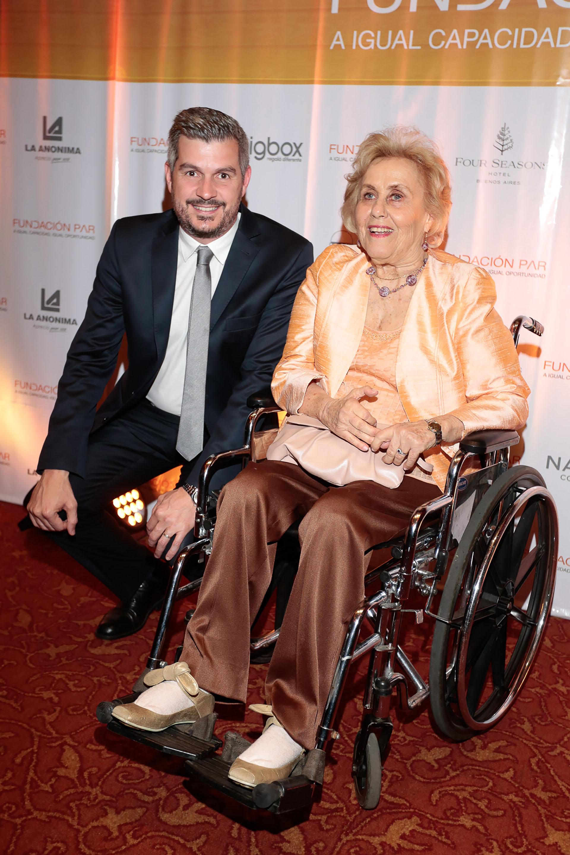 Marcos Peña junto a la presidente de la Fundación Par, Jacqueline De las Carreras