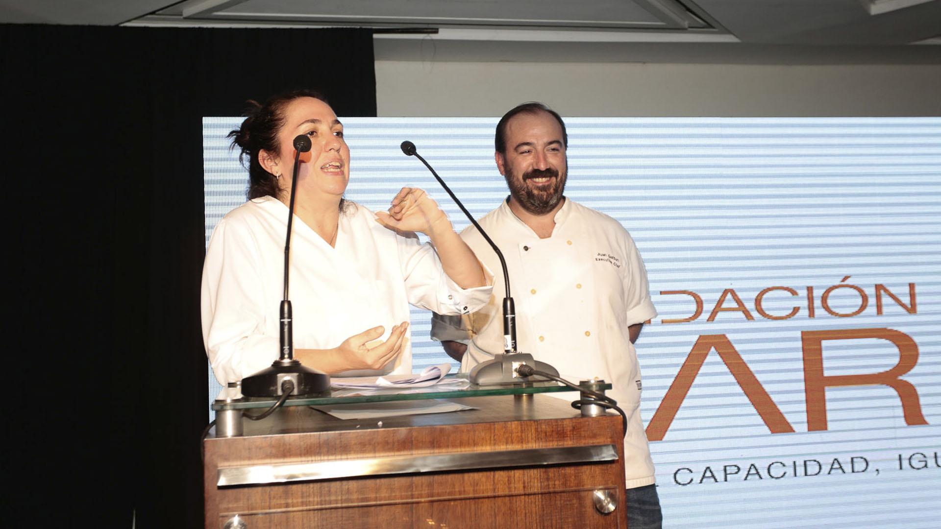 Los chefs Narda Lepes y Juan Gaffuri fusionaron lo mejor de su cocina para deleitar a los invitados. Esta segunda edición de Par Gourmet, fue una ocasión especial para compartir el trabajo que realiza la Fundación Par desde hace tres décadas, por la inclusión de las personas con discapacidad
