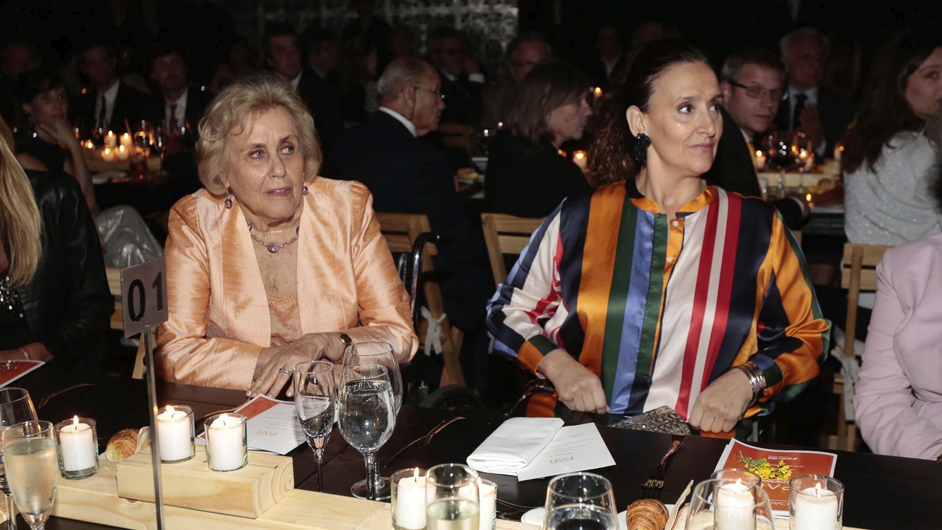 Jacqueline De las Carreras y Gabriela Michetti en la mesa principal