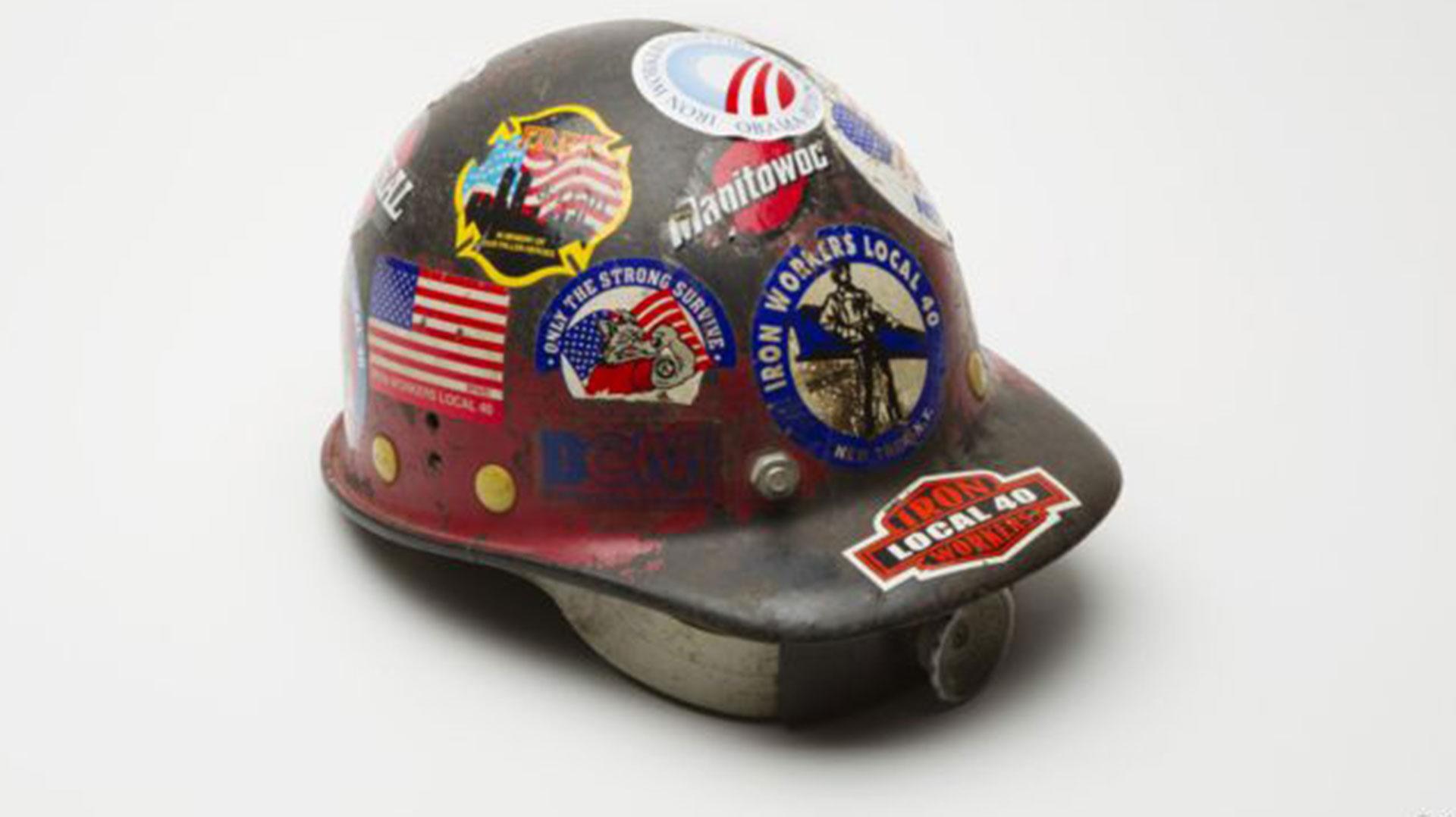 El casco de Larry Keatin, rescatista que trabajó durante nueve meses en la limpieza del World Trade Center. Falleció en 2011