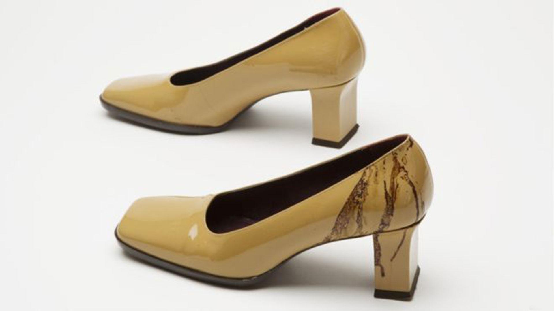 Estos zapatos pertenecían a Linda López, una sobrevivientes que trabajaba en la Torre Sur cuando uno de los aviones impactó. Para escapar los más rápido posible se quitó el calzado y corrió pisando vidrios rotos