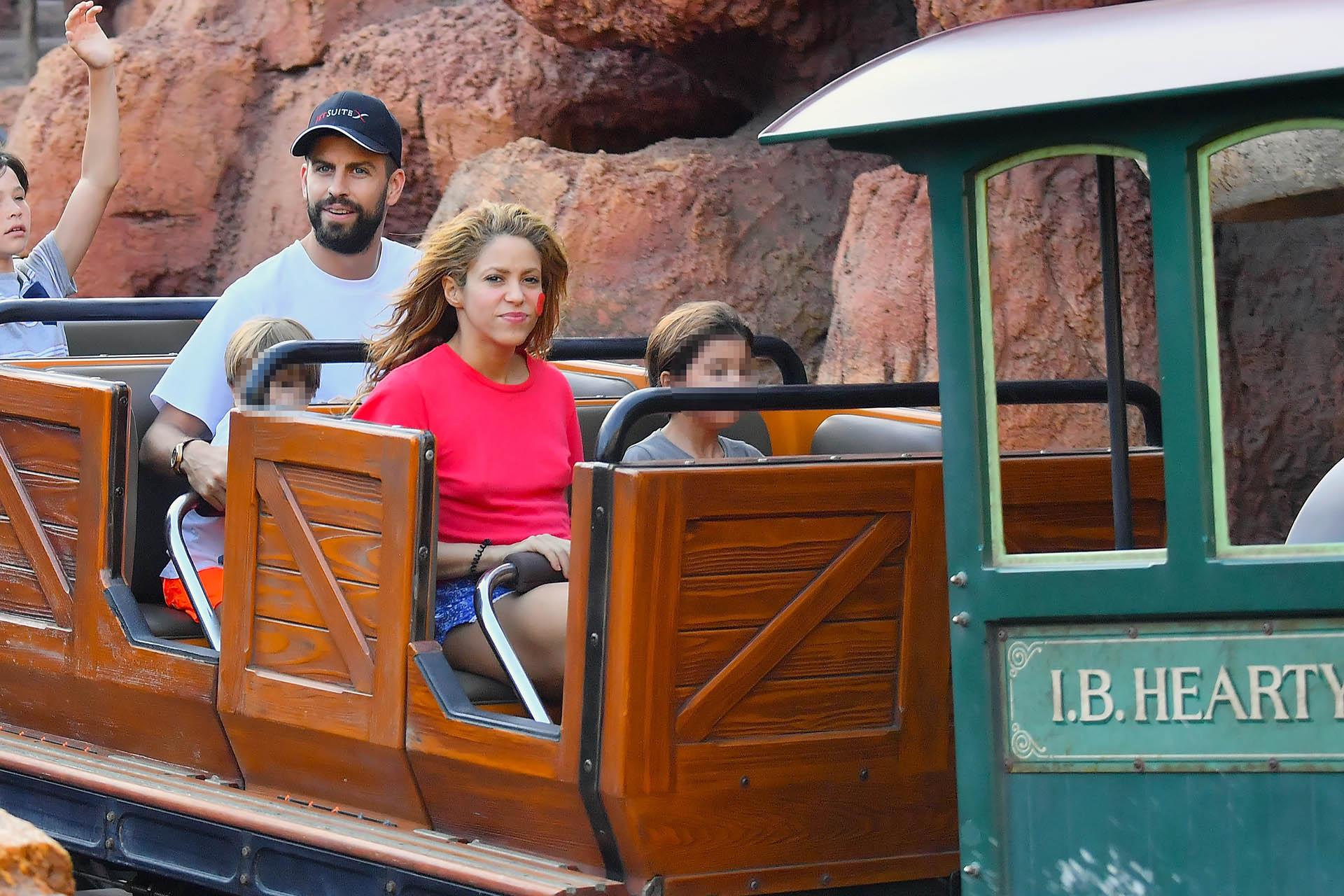 Gerard Piqué y Shakira disfrutaron de las atracciones de Disneyland con sus hijos Milan y Sasha en California (Photo © 2018 Mega/The Grosby Group)