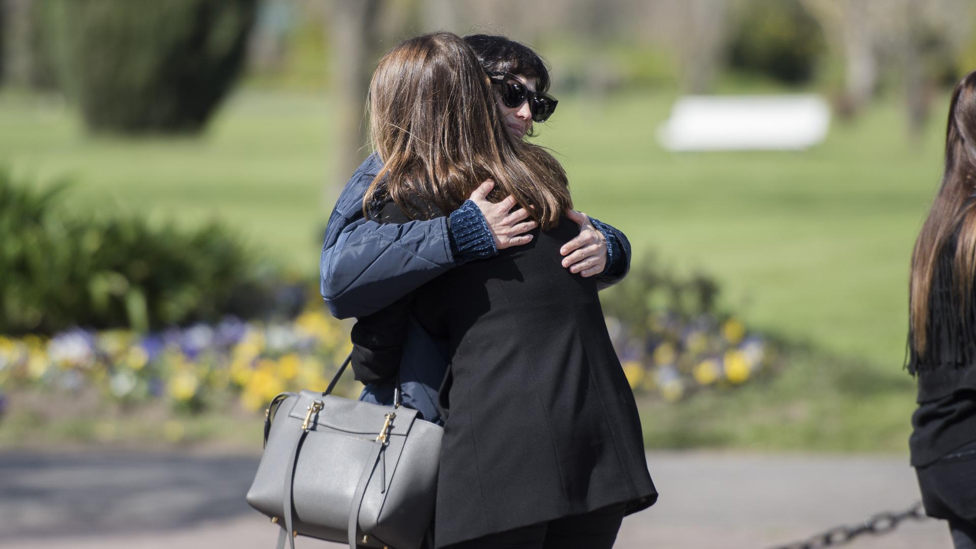 El emotivo abrazo de Flor Torrente y Catherine Fulop