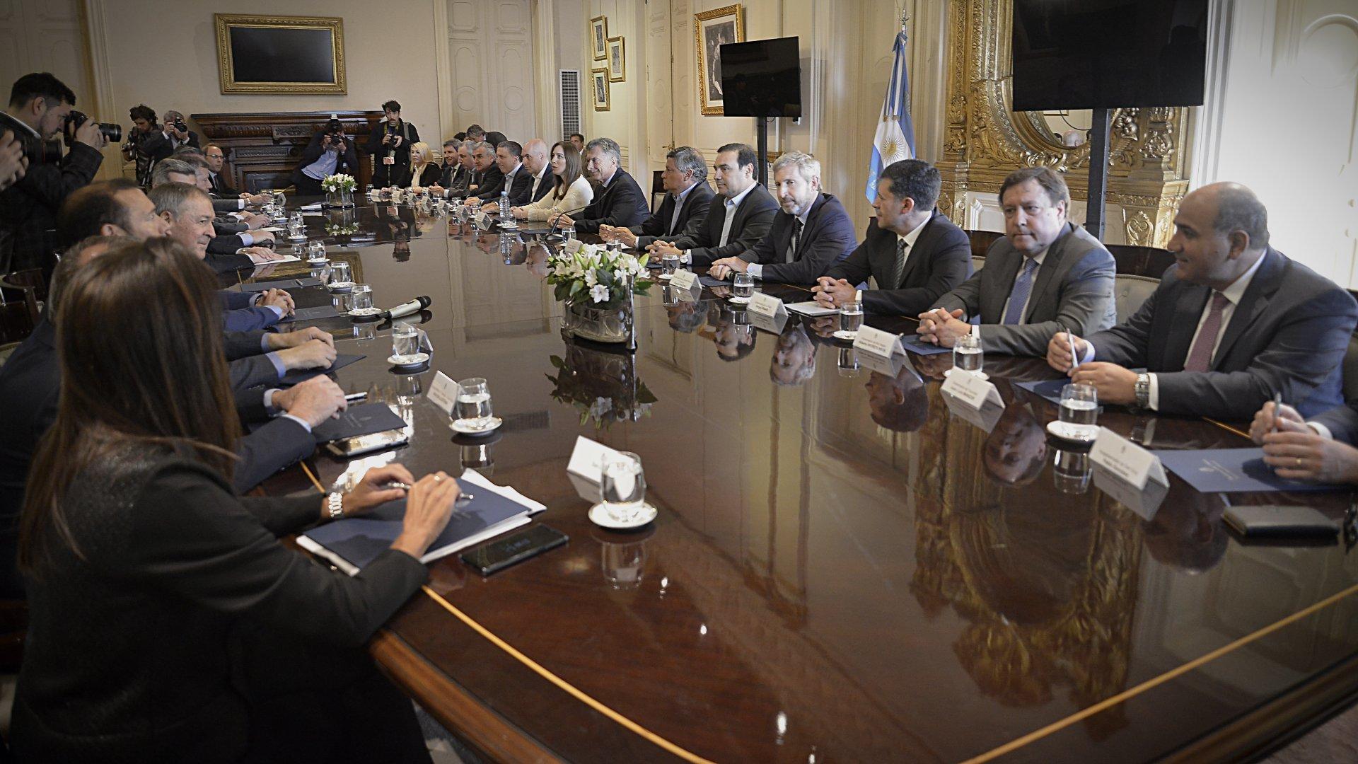 Los gobernadores en la reunión que tuvieron con el presidente Mauricio Macri