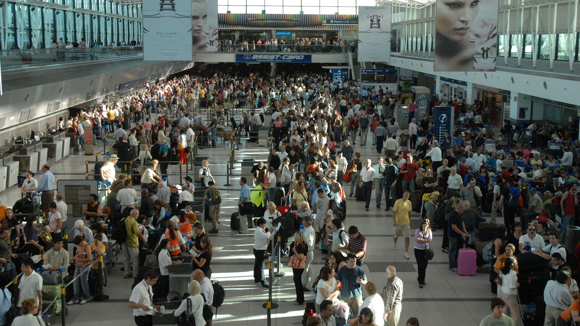 Aeropuerto de Ezeiza, los viajeros podrán ingresar al país más productos libre de impuestos (NA)