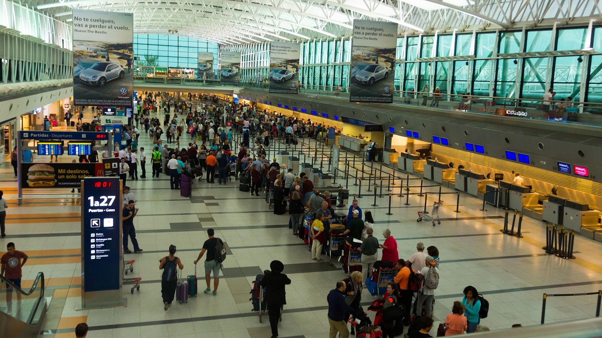 Los viajes de argentinos al exterior en baja, excepto en el caso de Brasil
