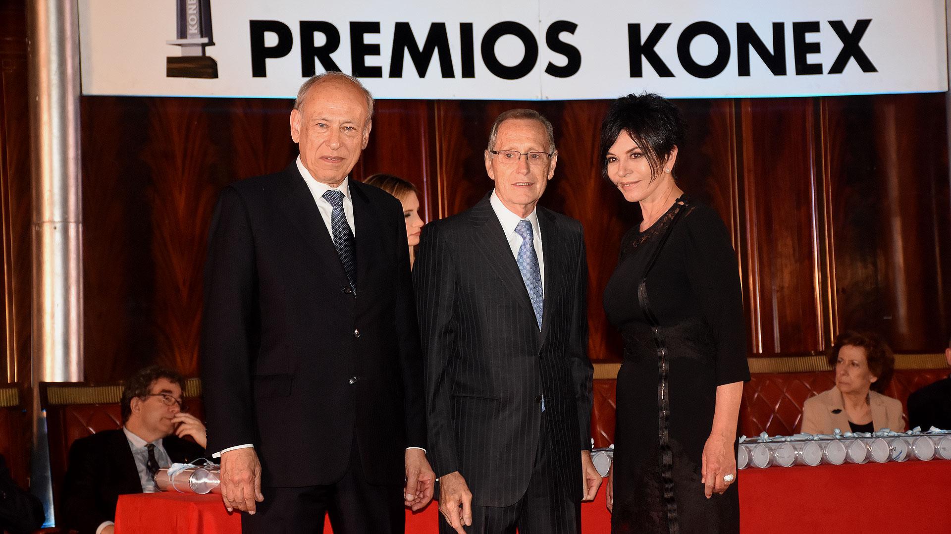 Luis Ovsejevich, Adalberto Rodríguez Giavarini y Mónica Gutiérrez (integrante del Gran Jurado. Konex 1997: Televisiva. Jurado Premios Konex 2017)