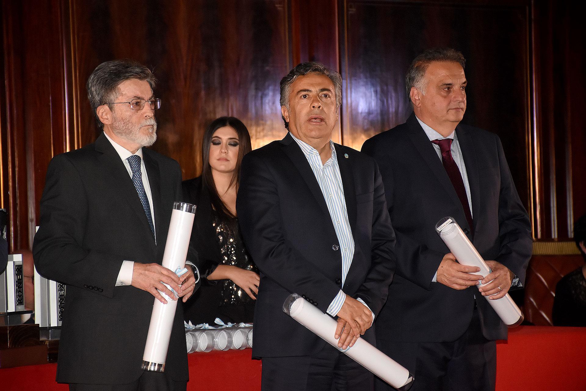 El ex titular de la AFIP; Alberto Abad; el gobernador de Mendoza, Alfredo Cornejo, y el titular del Sistema de Atención Médica de Emergencias (SAME), Alberto Crescenti