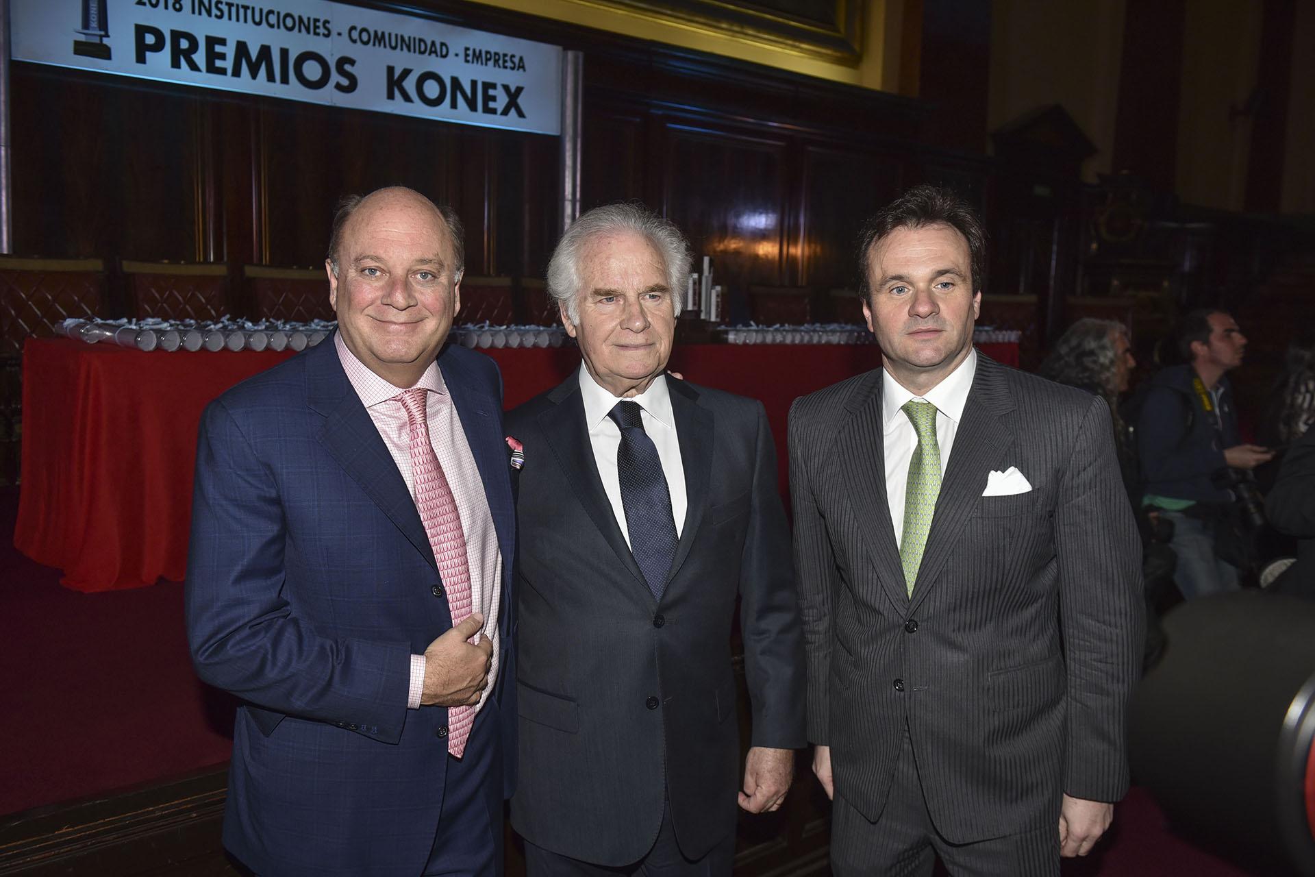 Martín Cabrales, Ernesto Orlando (secretario general de la Fundación Konex) y Juan Pablo Maglier, director de Relaciones Institucionales de La Rural