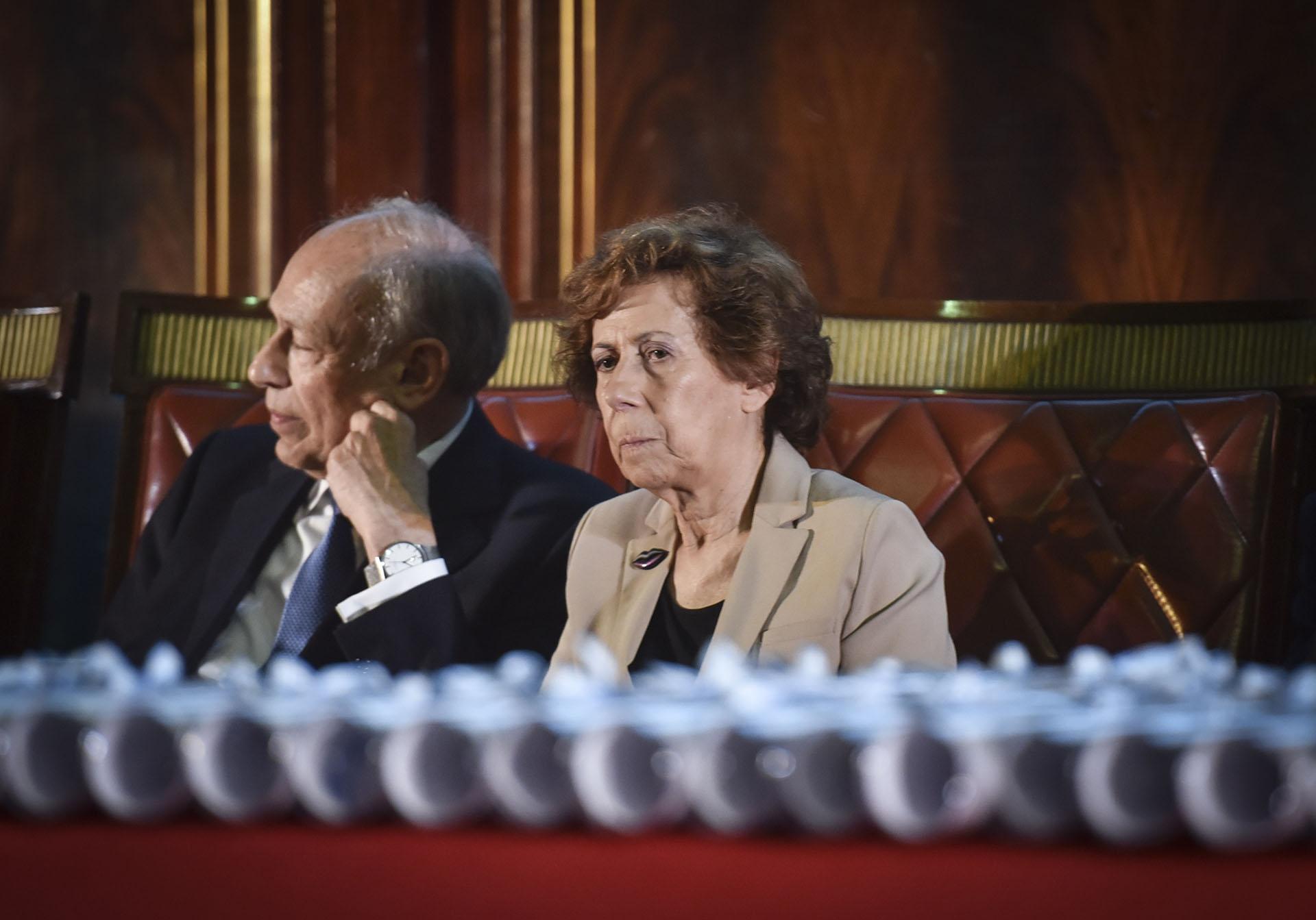Luis Ovsejevich y la Secretaria General del Gran Jurado, Clara Mariño (Konex de Platino 1997: Producción Periodística Audiovisual. Jurado Premios Konex 2017, 2007 y 1998). Esta es la cuarta oportunidad en que Instituciones-Comunidad-Empresa es considerado. Ocurrió en los años 1988, 1998 y 2008