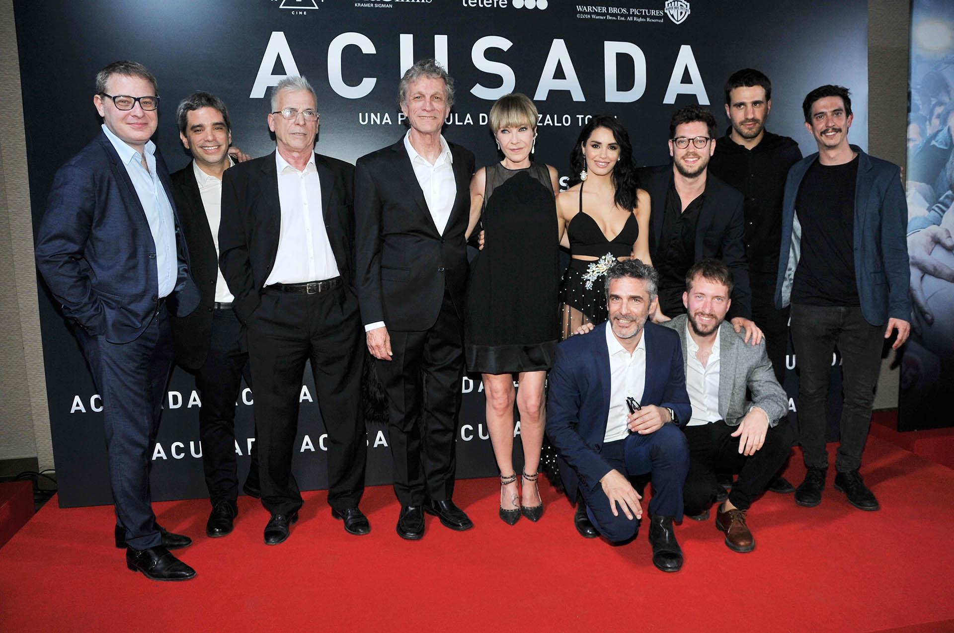 El equipo completo de Acusada
