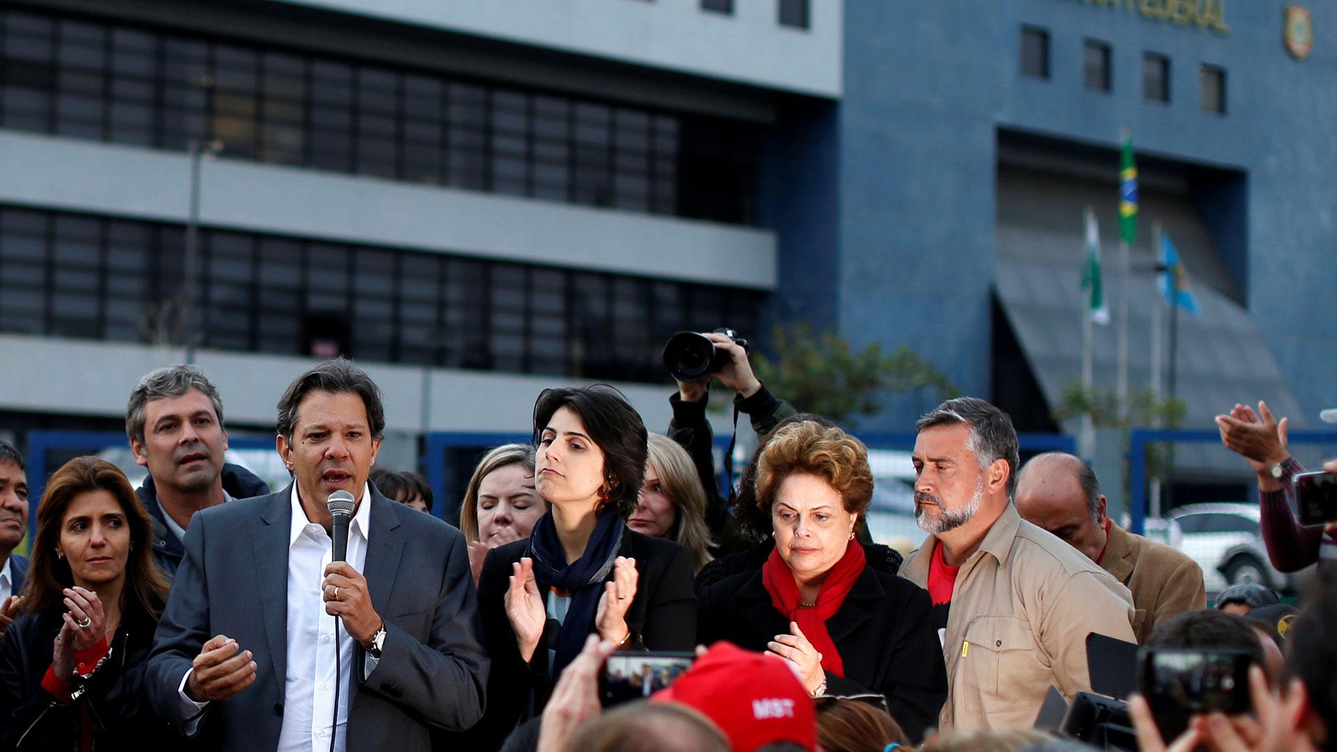 La ex presidente Rousseff acompañó a Haddad en el lanzamiento de su candidatura (Reuters)