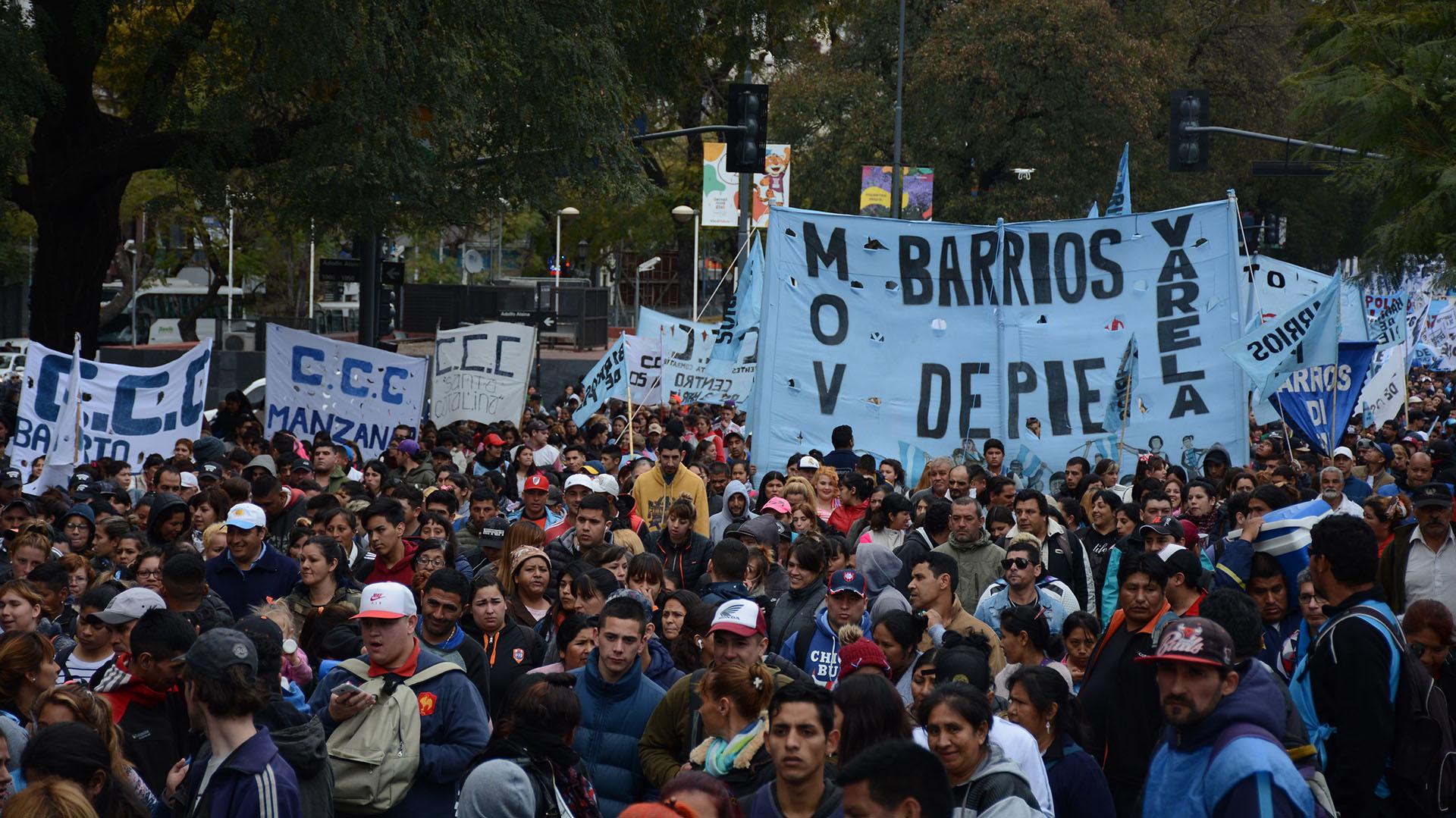 Los movimientos sociales reclamaron cambios en la política económica del Gobierno