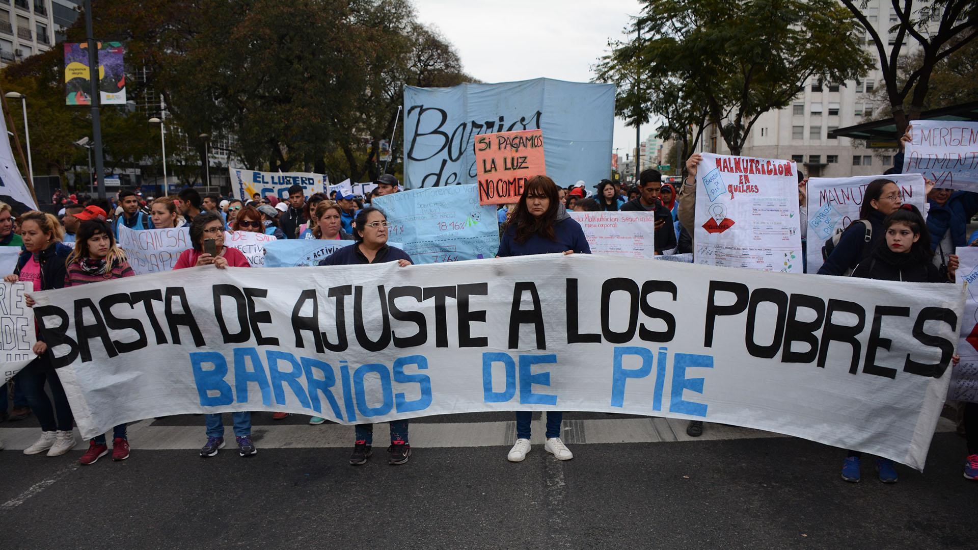 """""""Fuera el FMI, basta de hambre"""", fue una de las consignas de la marcha"""