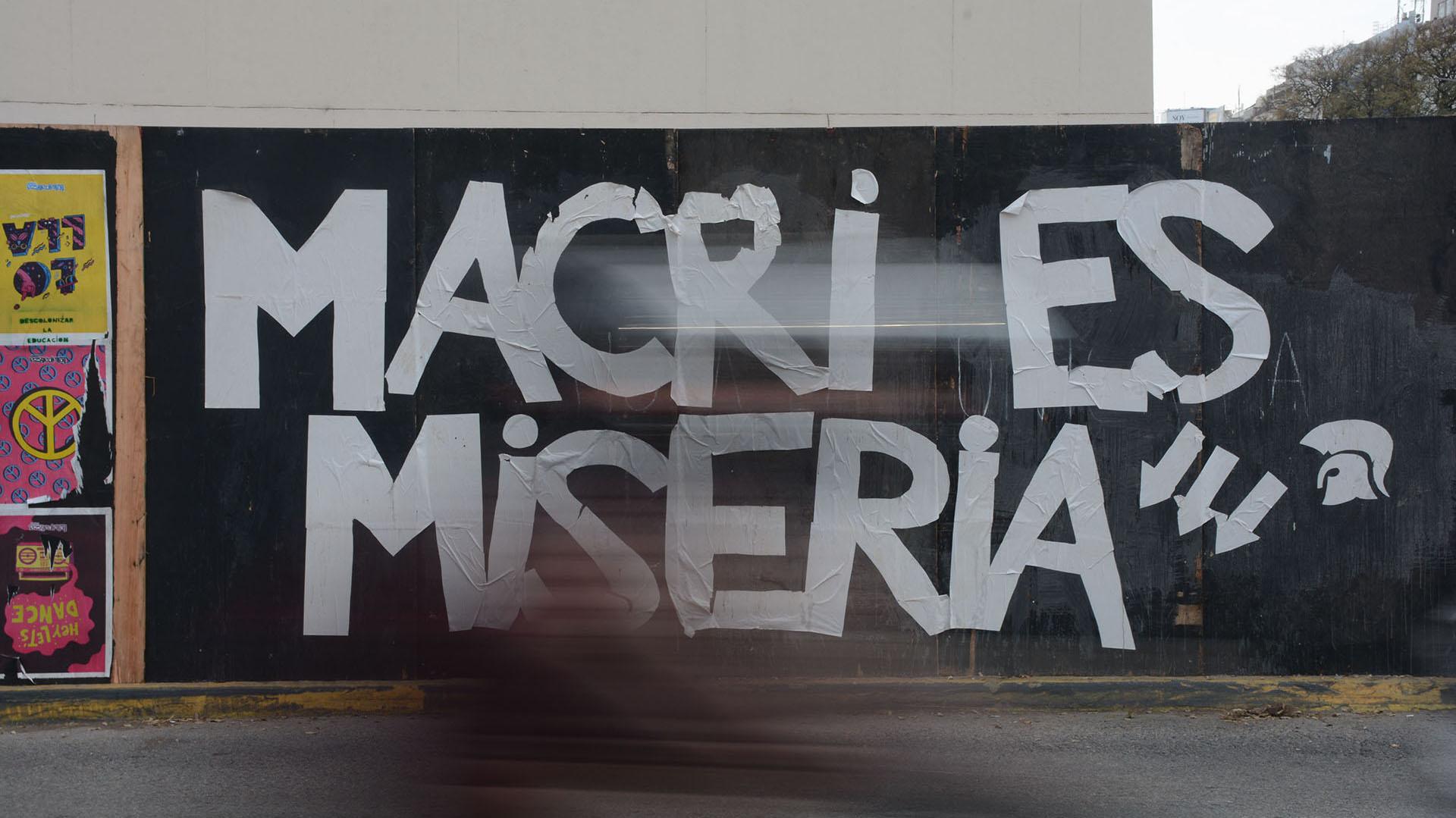 Los carteles en contra del presidente Macri se repitieron a lo largo de toda la jornada
