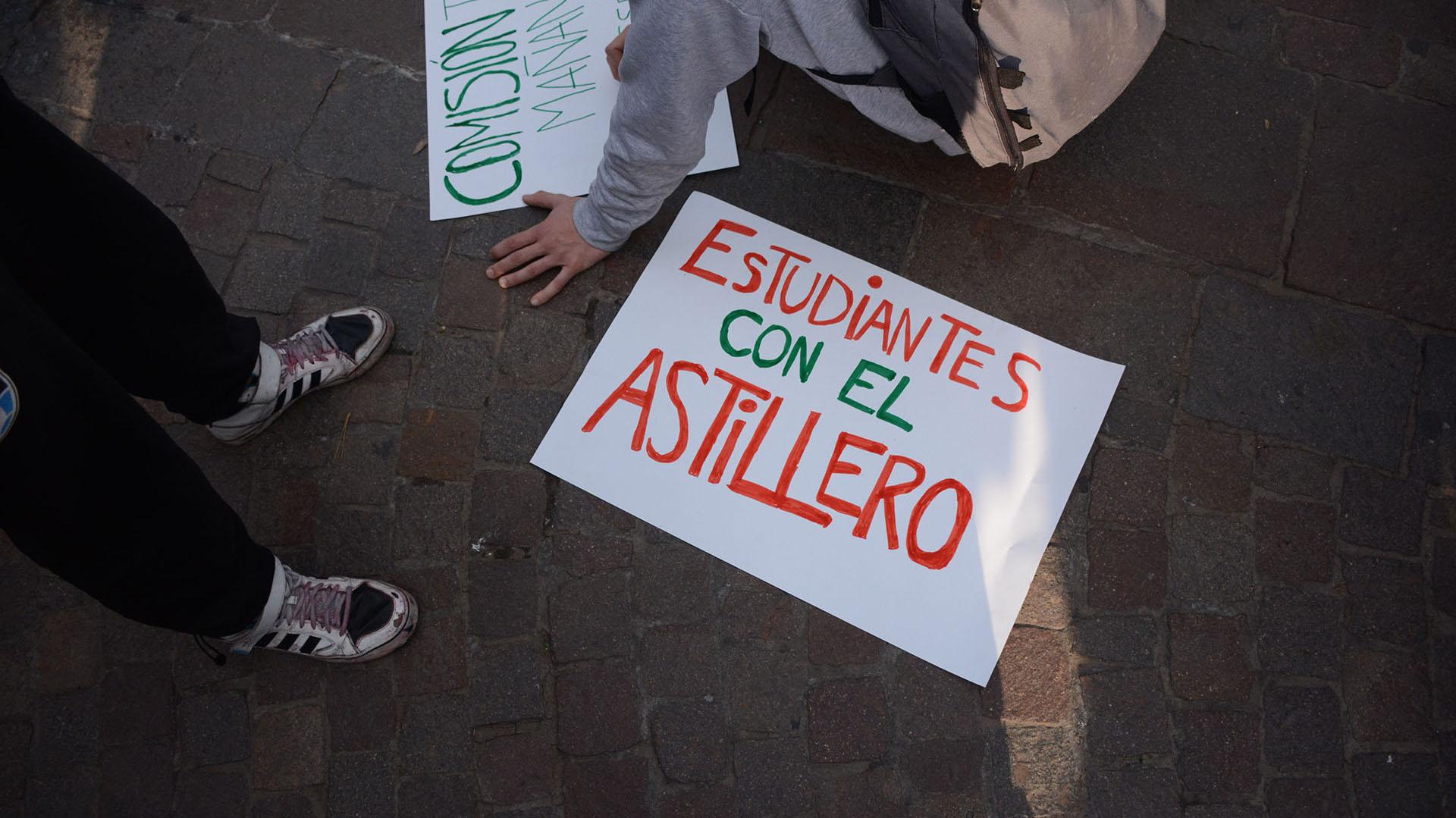 En la marcha hubo también trabajadores despedidos del astillero Río Santiago
