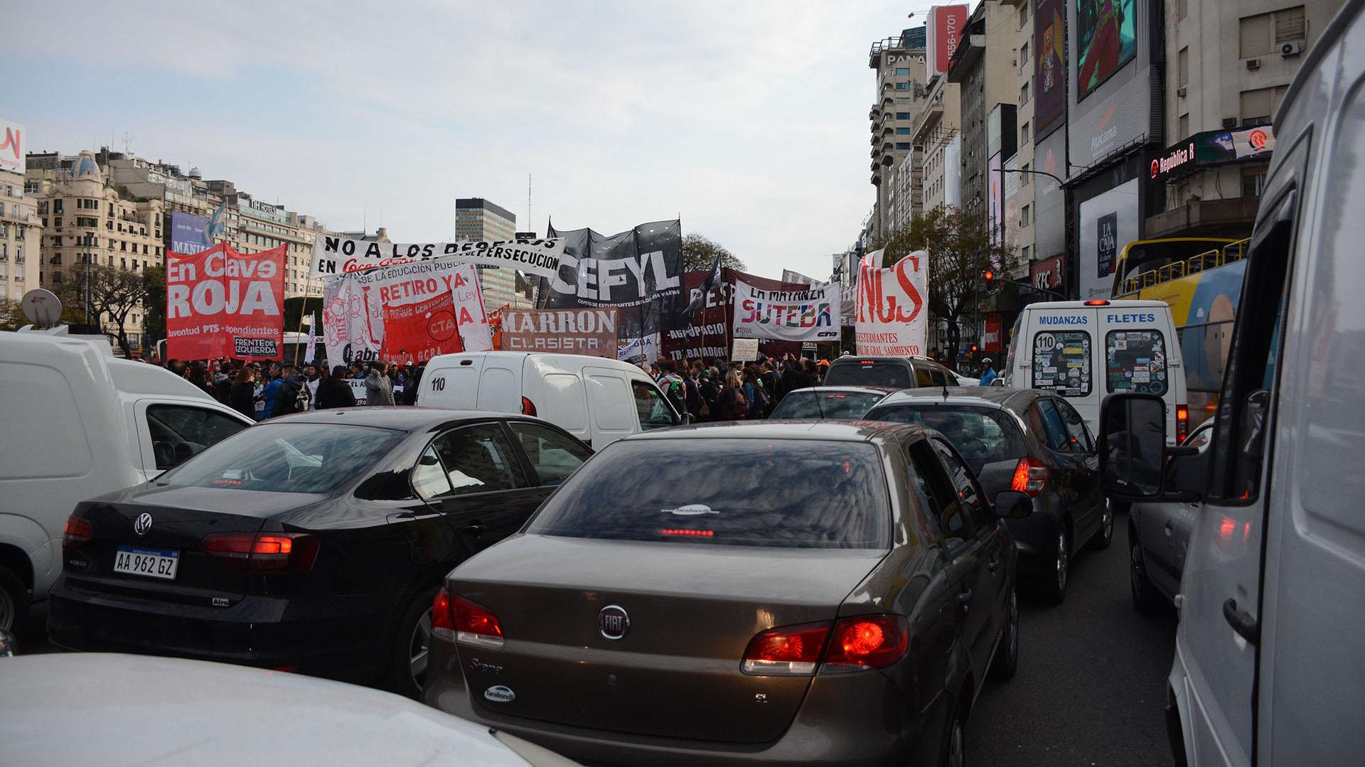 El tránsito fue un caos durante toda la mañana debido a los cortes