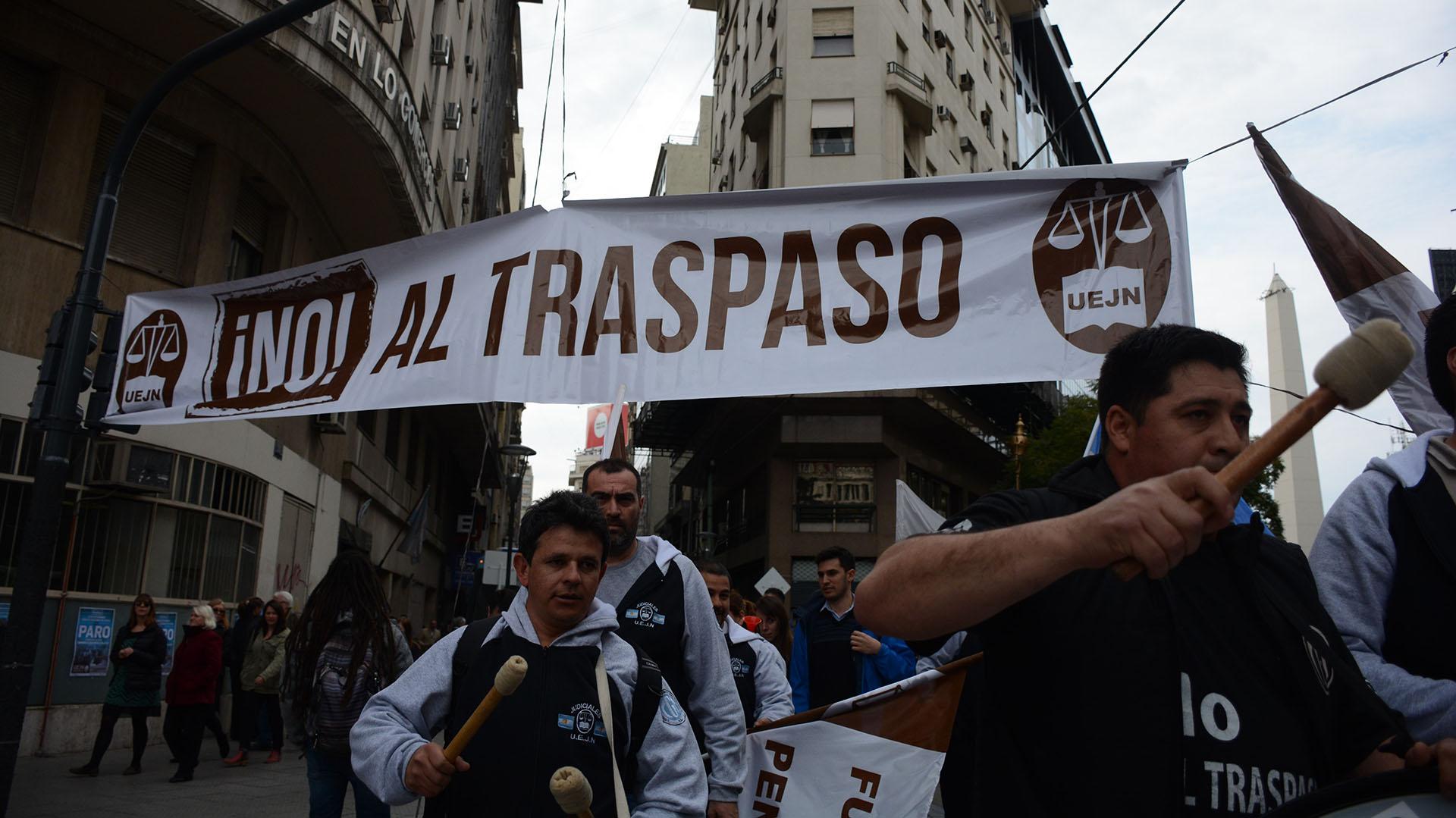 El centro tambi´+en fue escenario de una protesta de empleados judiciales