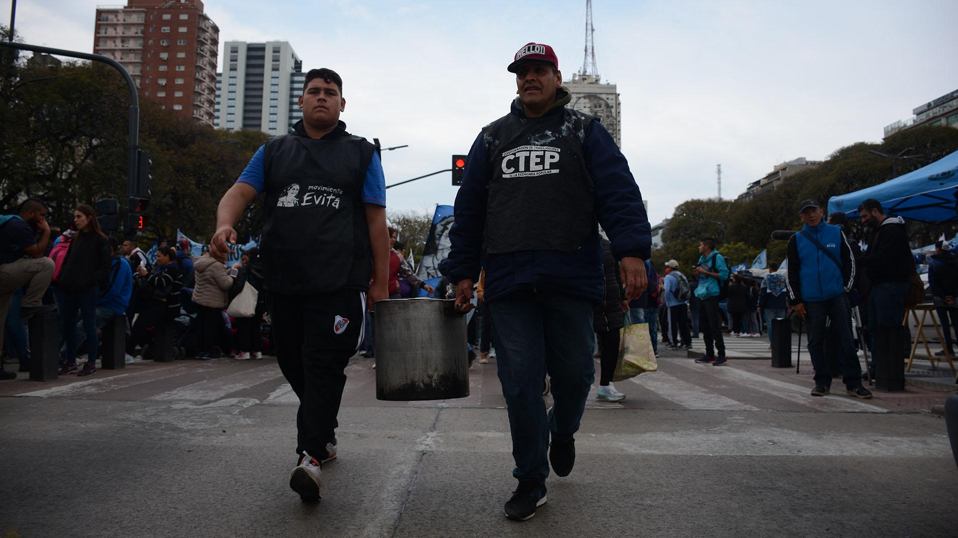 Los movimientos sociales montaron ollas populares en las calles de la ciudad