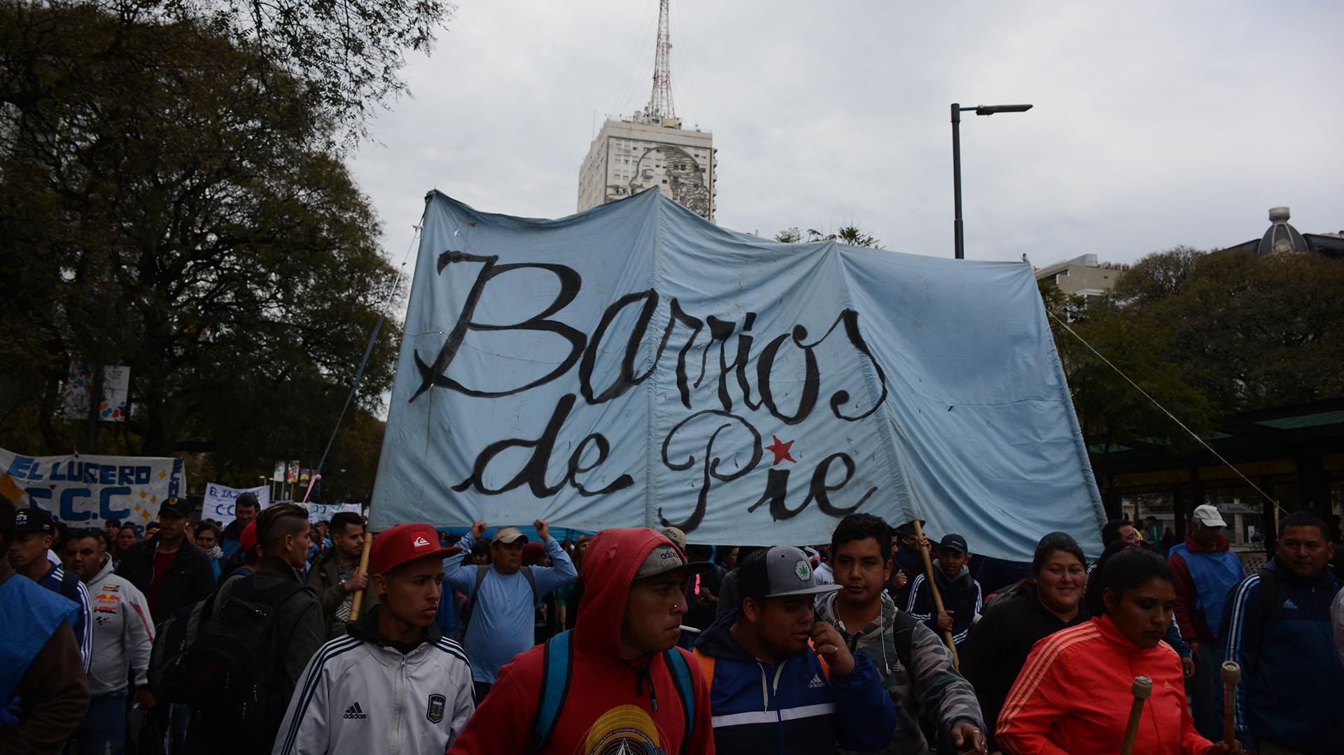 Los movimientos sociales marcharon desde muy temprano por las calles de la Capital Federal