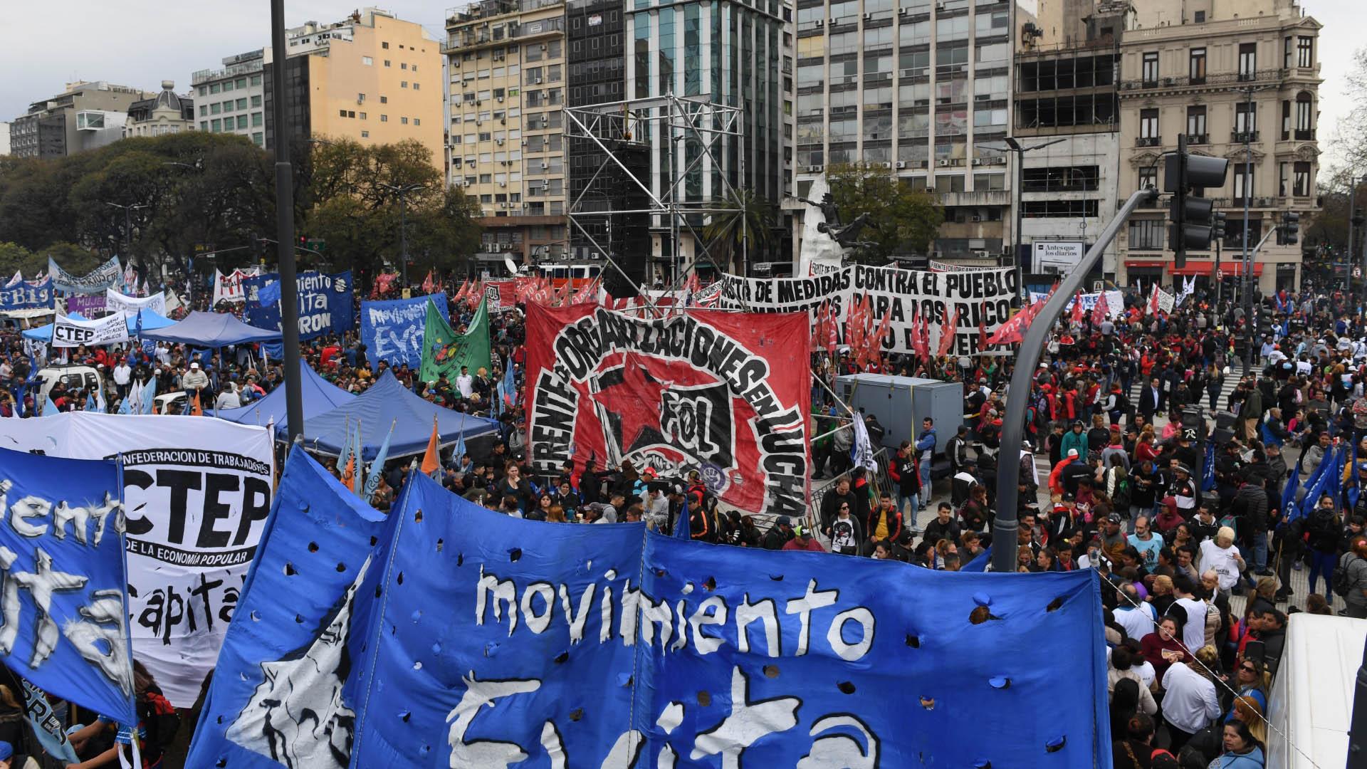Los movimientos sociales manifestaron su preocupación por la crisis económica