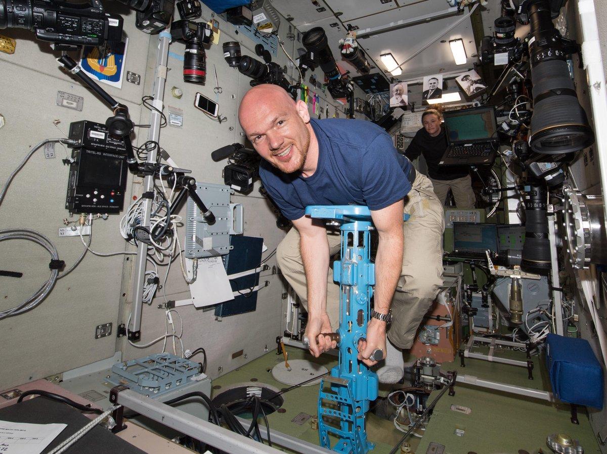 Alexander Gerst es un astronauta de la Agencia Espacial Europea. Fue seleccionado en 2009 para seguir una formación. Estudió en la Universidad de Karlsruhe, Alemania, donde obtuvo un título universitario en Geofísica. Nació el 3 de mayo de 1976 (edad 42 años) en Künzelsau, Alemania
