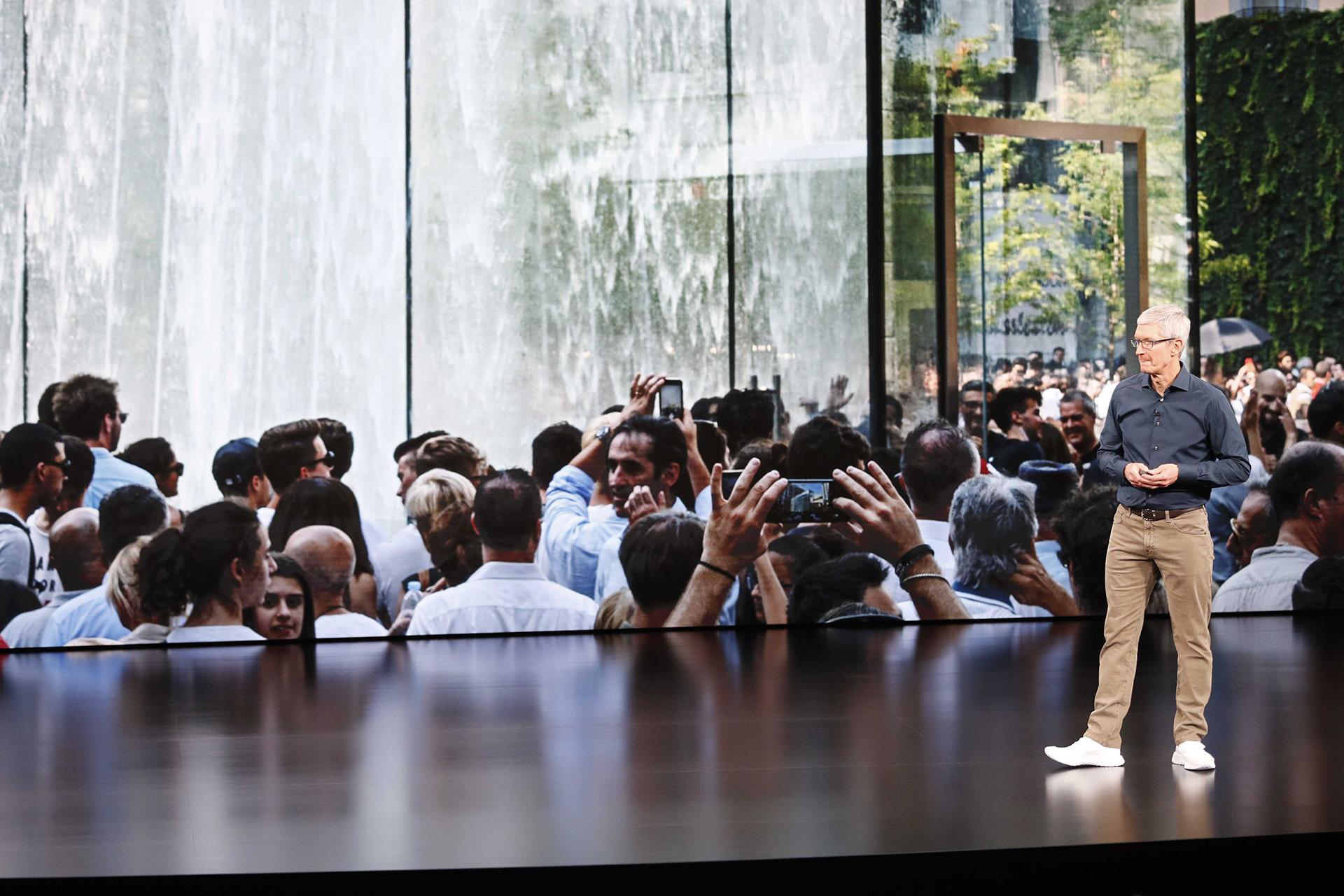 Apple, que revolucionó la tecnología y el diseño con productos como Mac, iPod, iPad o iPhone, alcanzó el pasado 2 de agosto otro hito al convertirse en la primer empresa privada en superar el valor bursátil de un billón de dólares (Reuters)