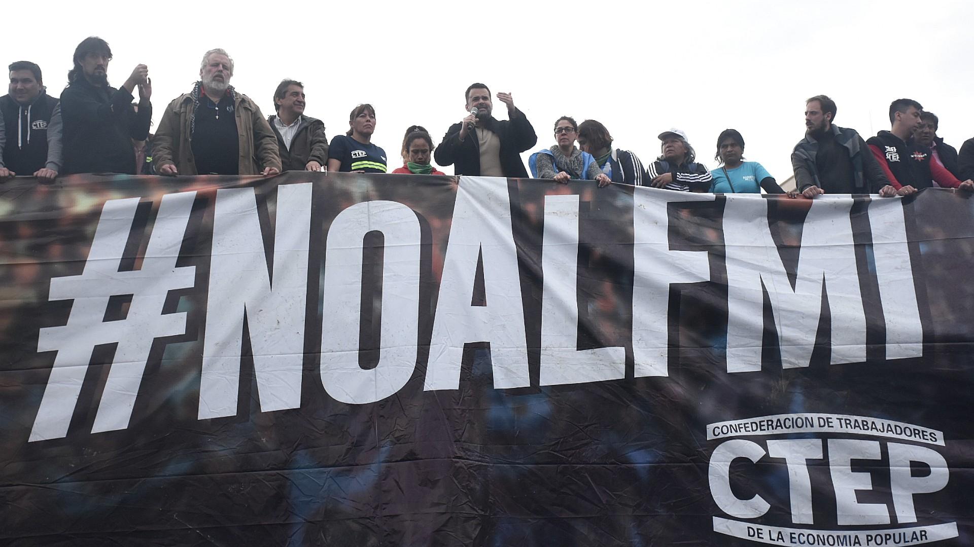 Los movimientos sociales marcharon en contra de las políticas económicas del Gobierno