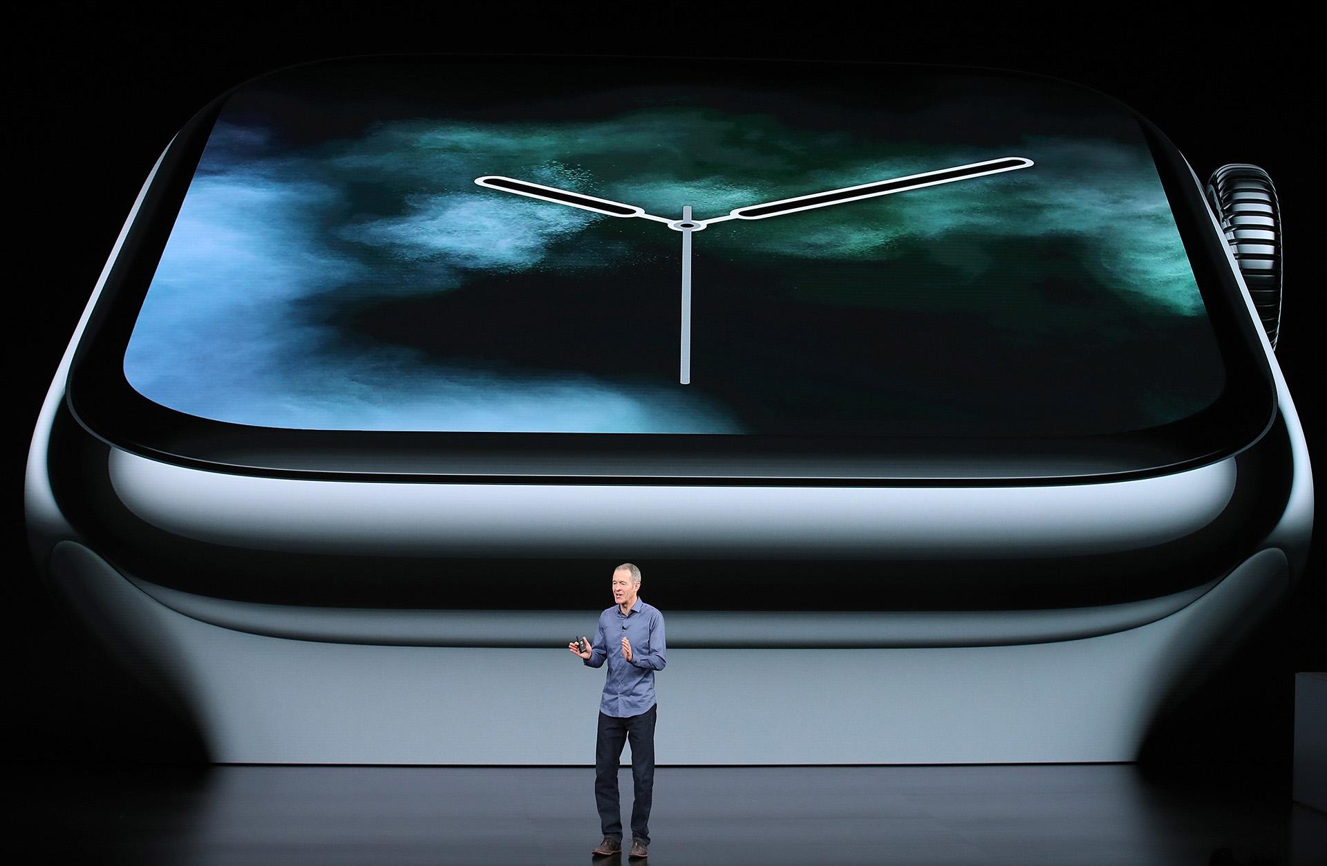 El Apple Watch Series 4 incluye como principal novedad una pantalla un 30 % más grande que el anterior modelo (AFP)