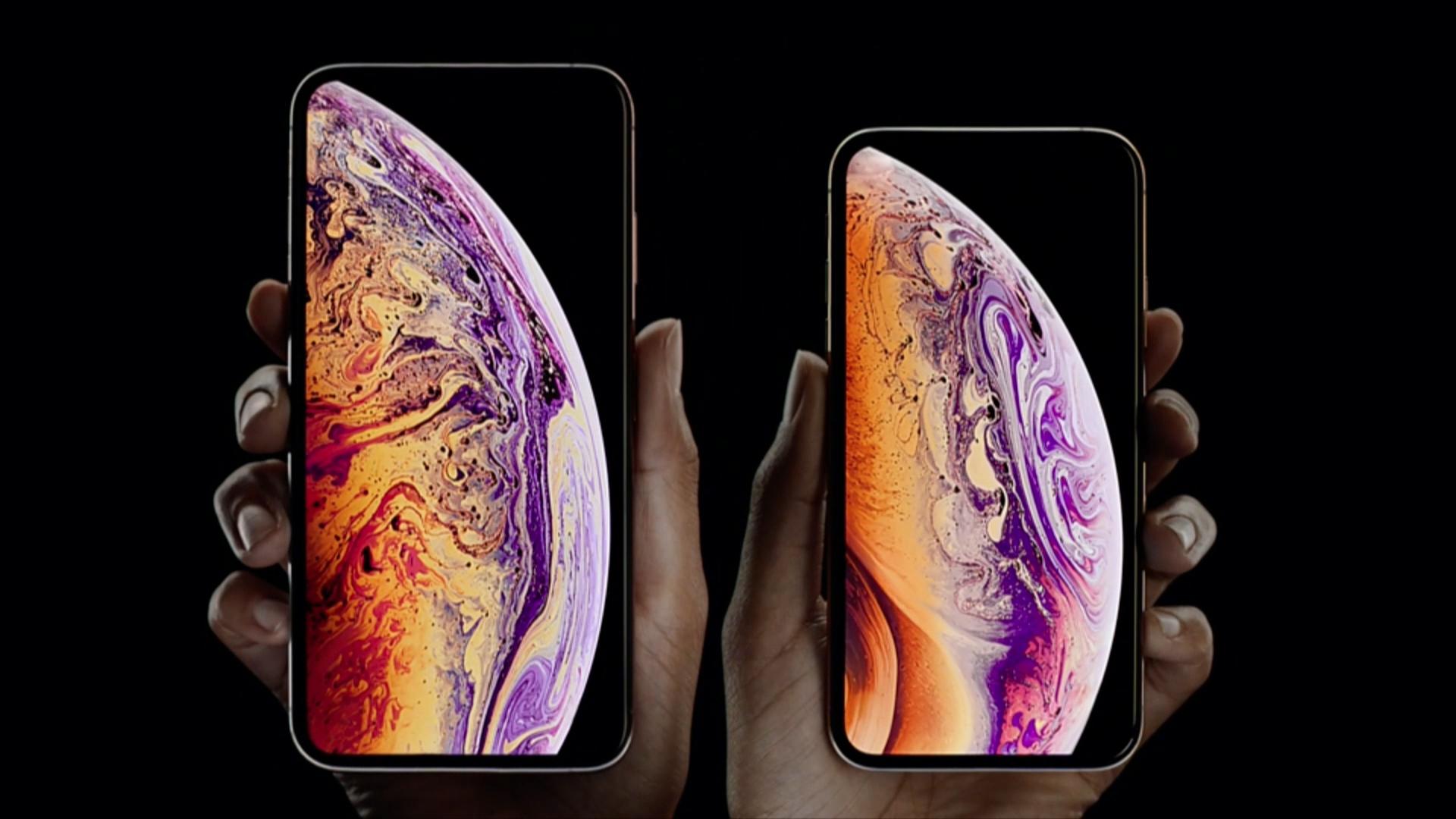 El iPhone XS tiene una pantalla cubierta por un nuevo tipo de cristal, protección especial ante líquidos, y disponible en dorado, plateado y gris