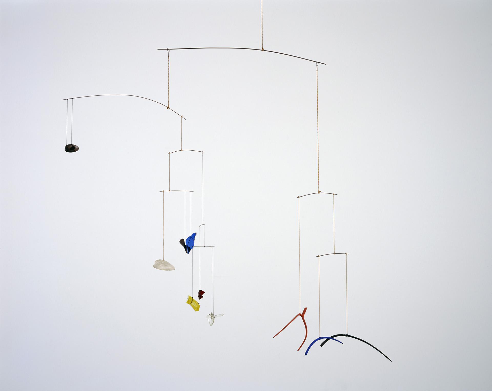 """Uno de los típicos """"móviles"""" de Alexander Calder"""