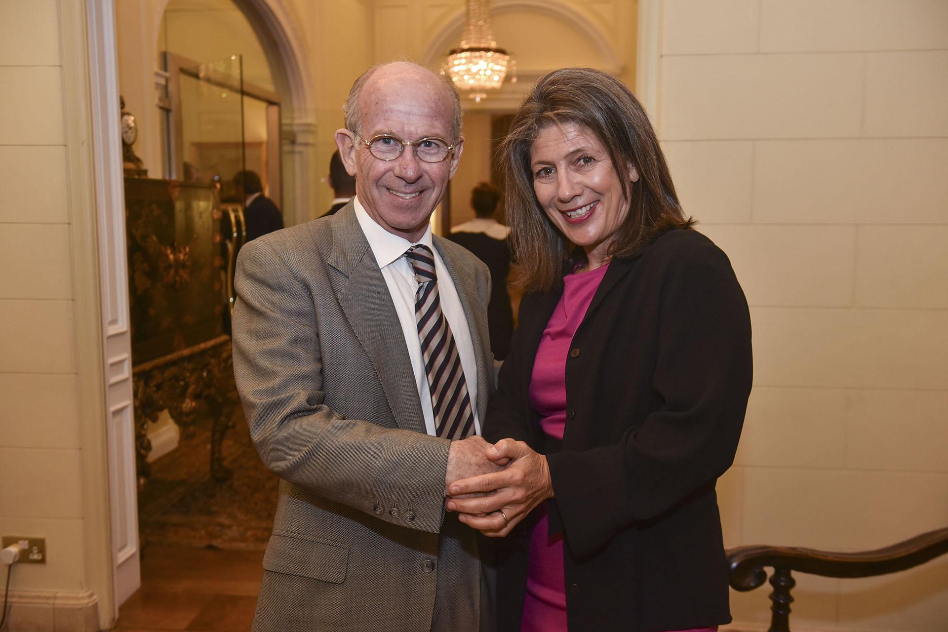 Jorge Mandelbaum, presidente del Consejo de Administración de CIPPEC, y Martine Kent