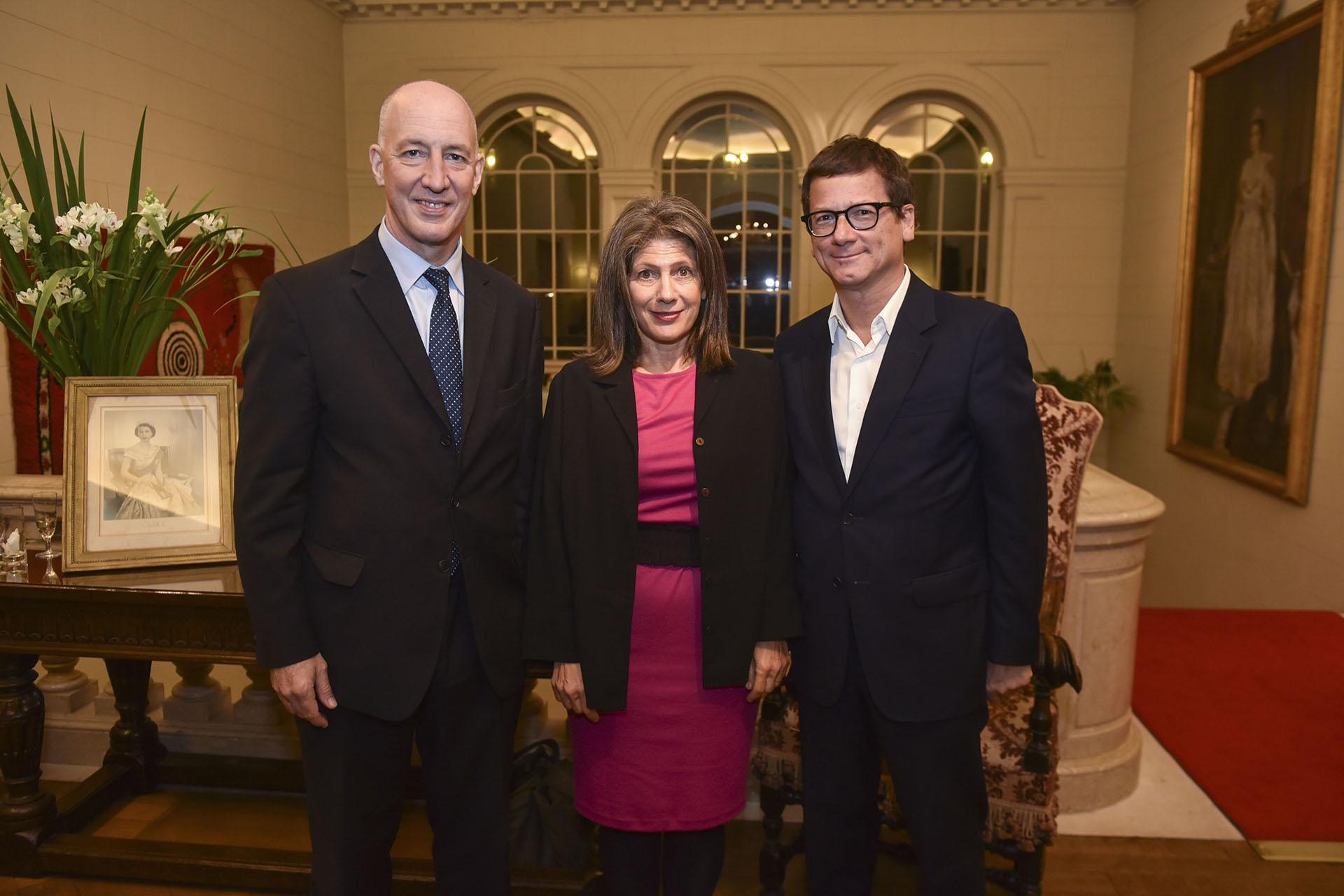 Mark Kent y su mujer Martine junto al presidente de HSBC Argentina, Gabriel Martino