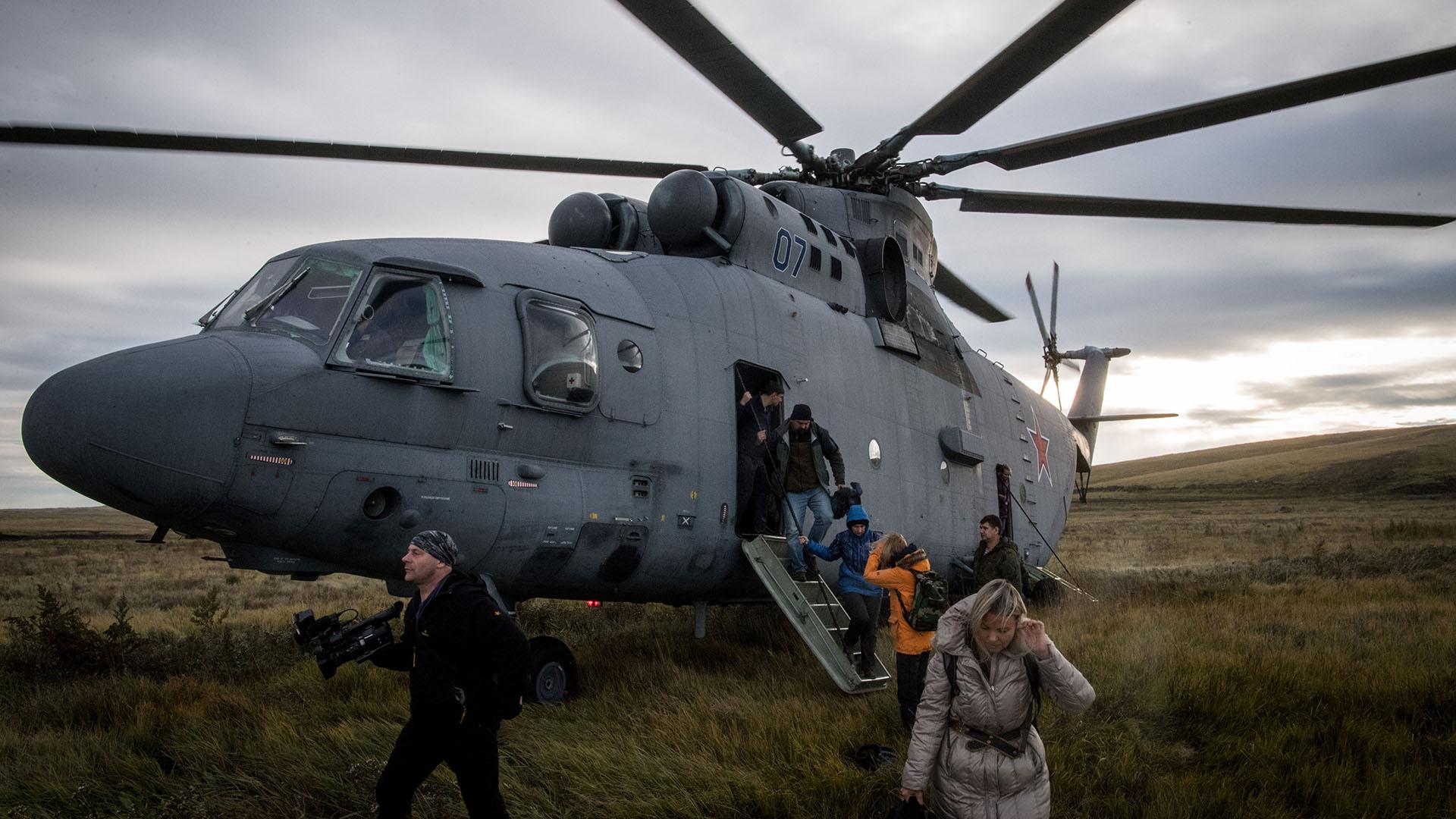 Periodistas llegan a la región de Siberia para cubrir las maniobras