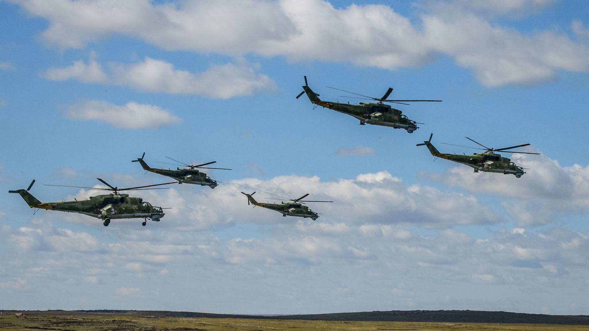 """Helicópteros de ataque Mil Mi-24 """"Hind"""""""