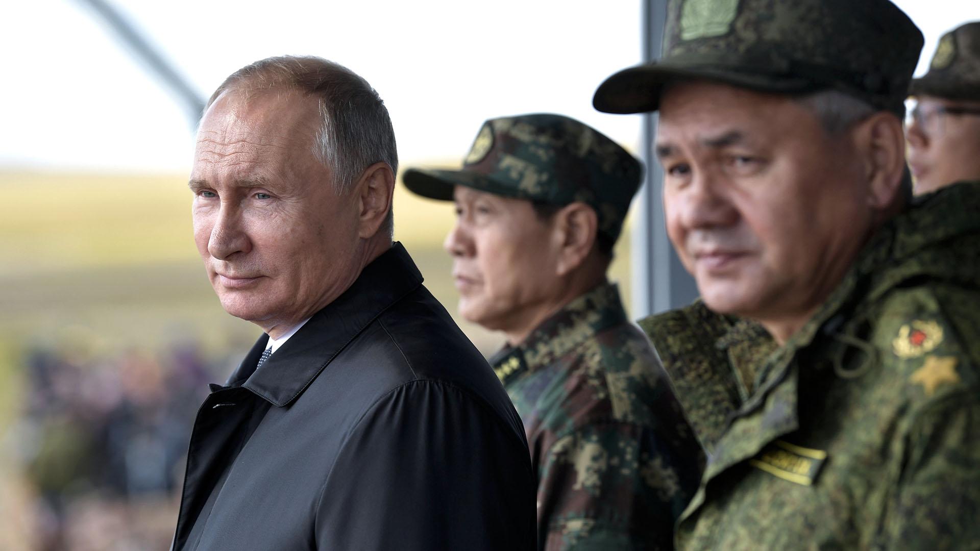 Vladimir Putin, presidente de Rusia, observando lasmovimientos